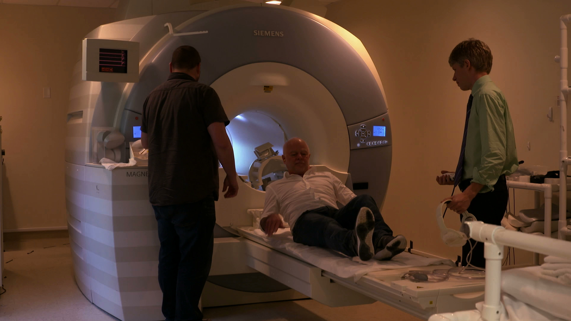 16-Mike Pond enters MRI for brain scan.jpg