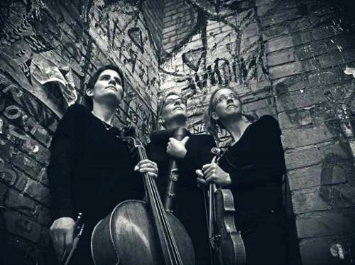 Berlin trio XelmYa on   Bring Your own Beat