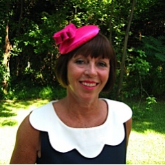 Elizabeth commissioned a button hat based on my popular ST GERMAIN design to wear at a spring wedding. Elizabeth chose a liquid satin fabric in fuschia, which added the perfect touch to her chic outfit.