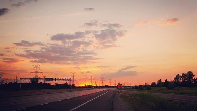 A sunset so incredible that @jackiehougham and I pulled off the 407 onto the shoulder to capture it. #sunsets #oakville #photographylife #landscapephotography
