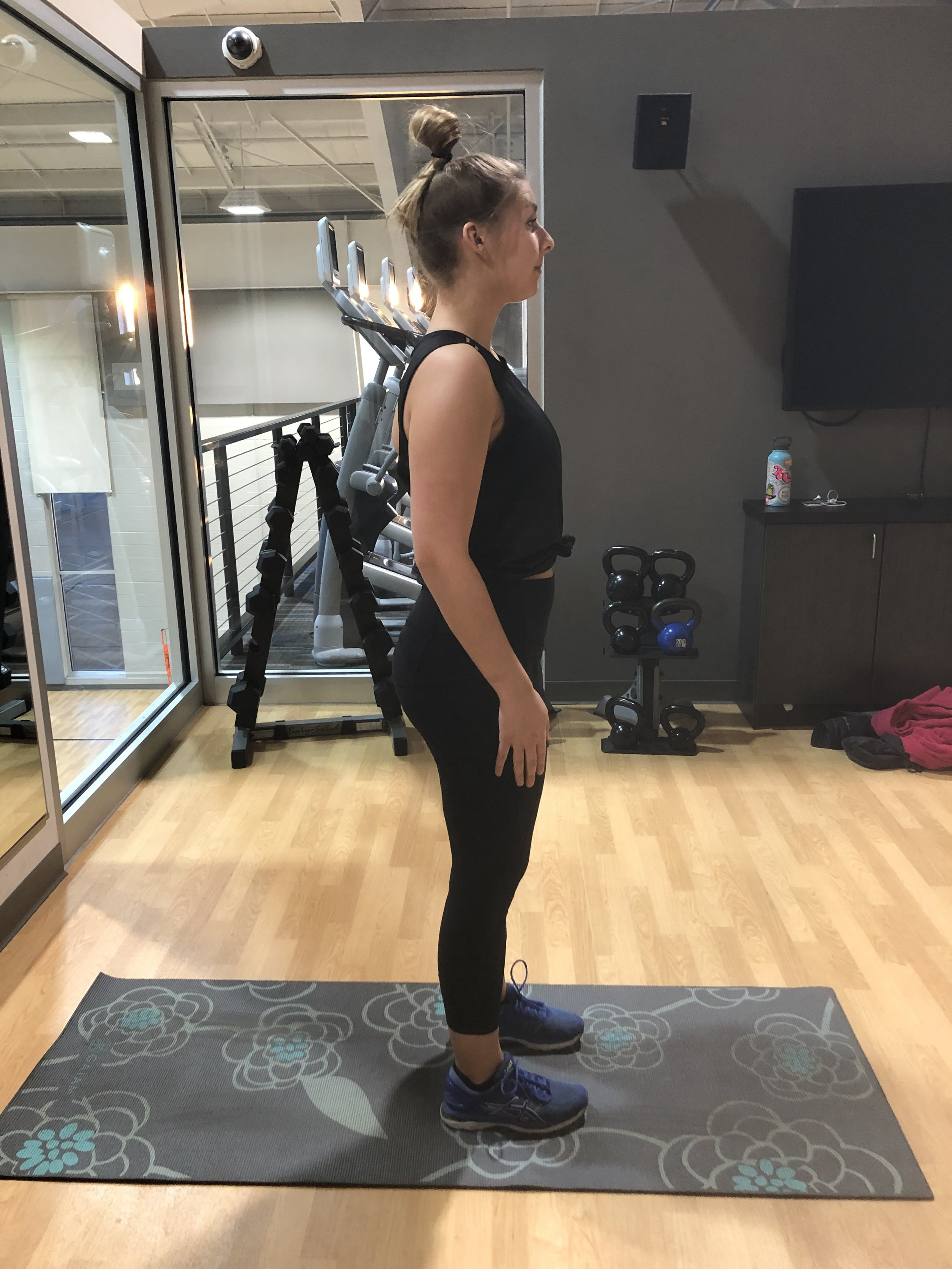 ALTERNATING LUNGES: Starting position