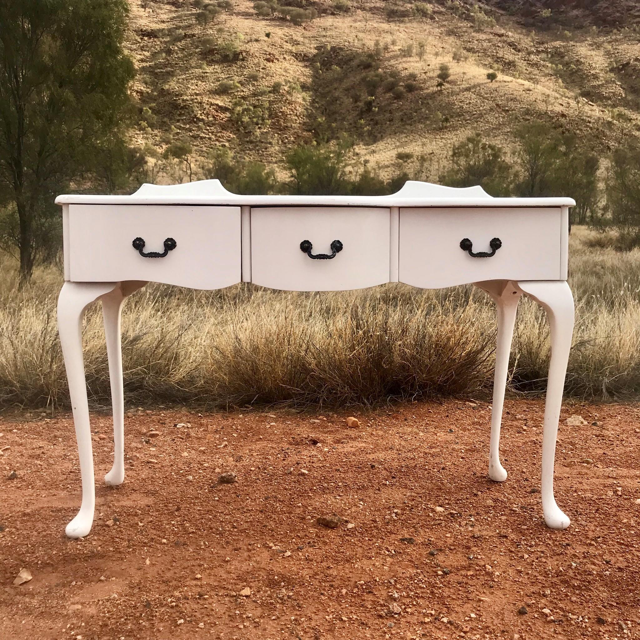 Vintage dresser - white  Price: $35.00  Qty:1
