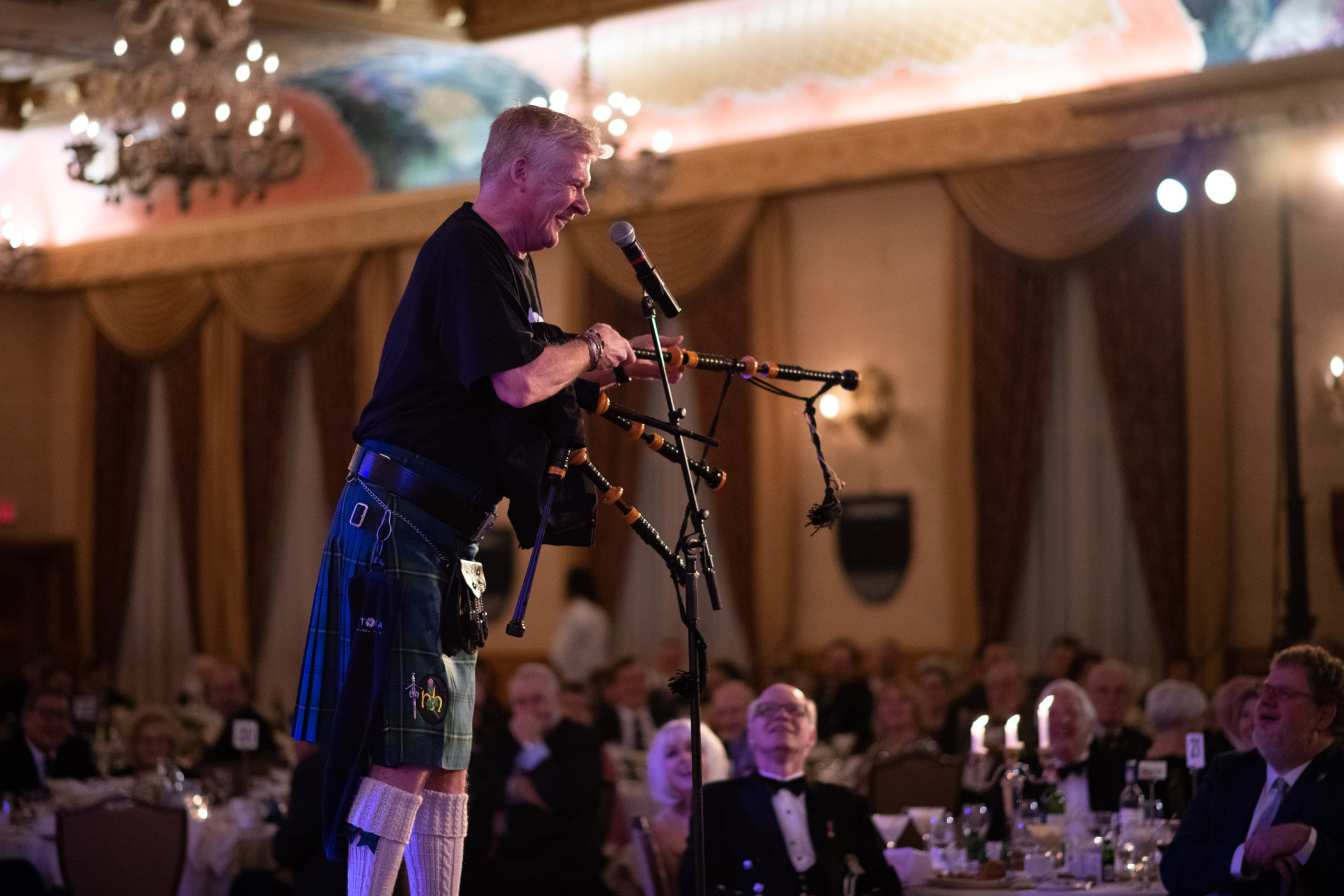 st-andrews-robert-lowdon johnny bagpipes_207.jpg