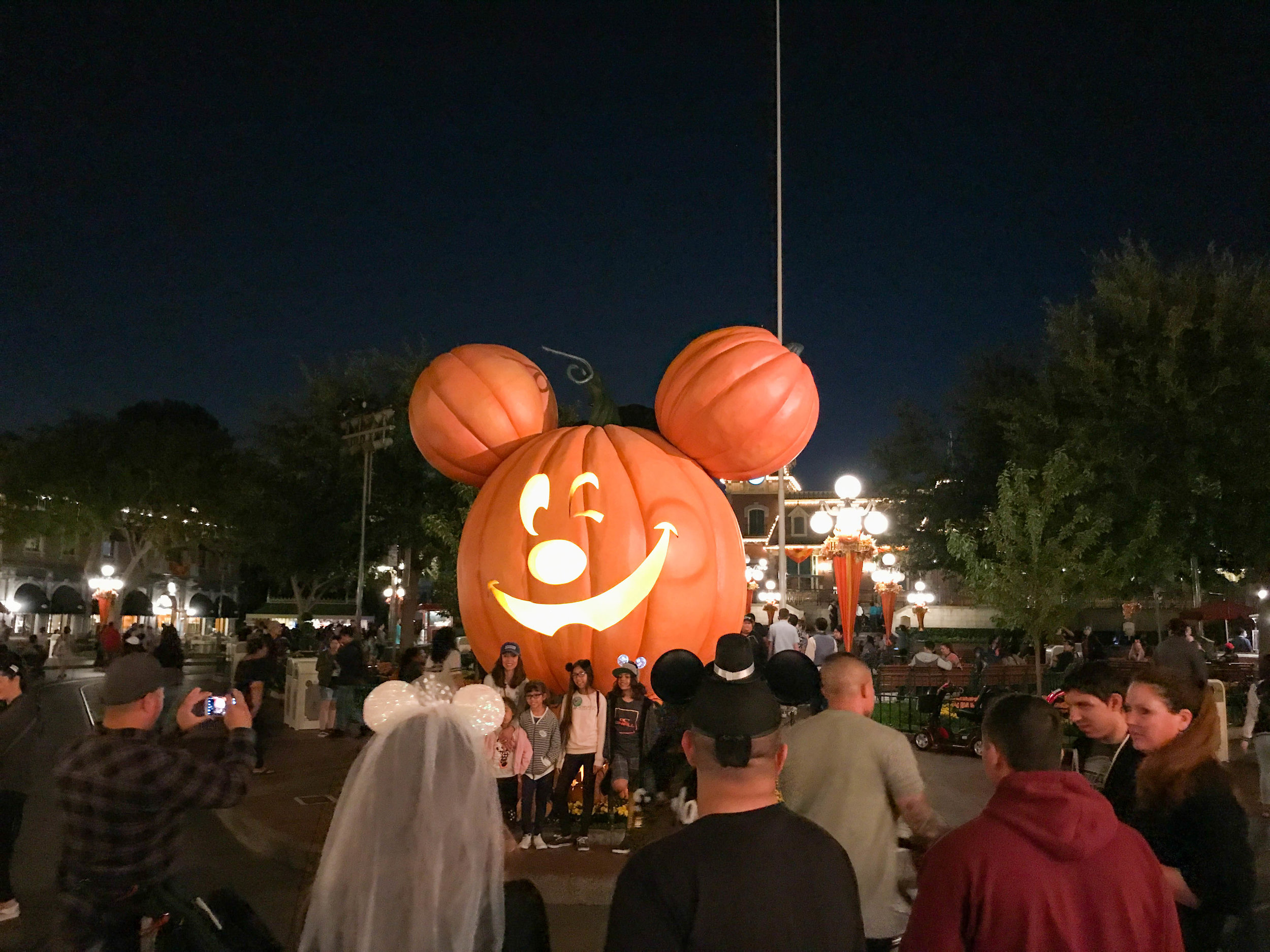 Disneyland_Halloween Time Pumpkin on Main Street