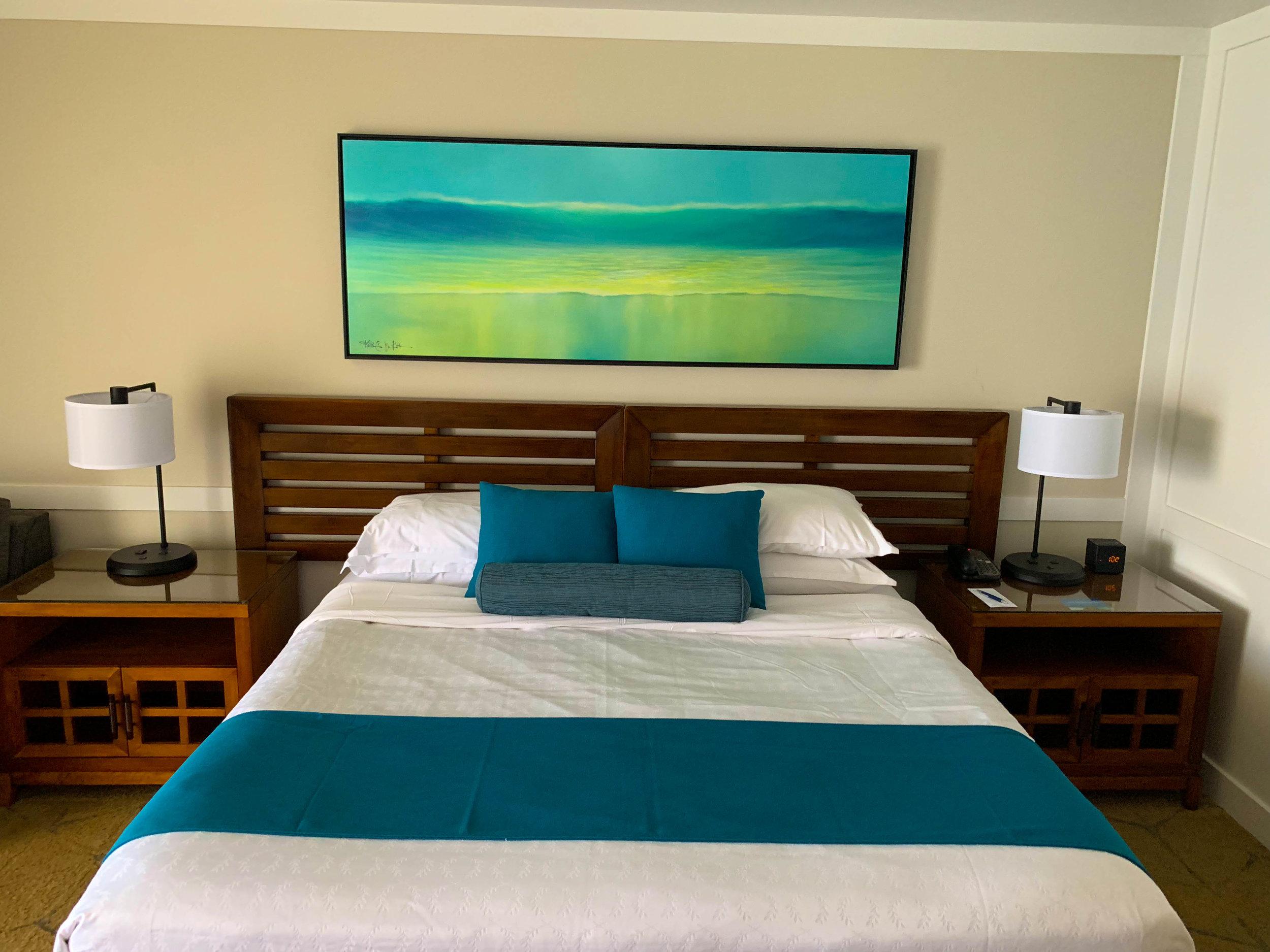 Sheraton Maui Resort Deluxe Ocean Front Room Bed