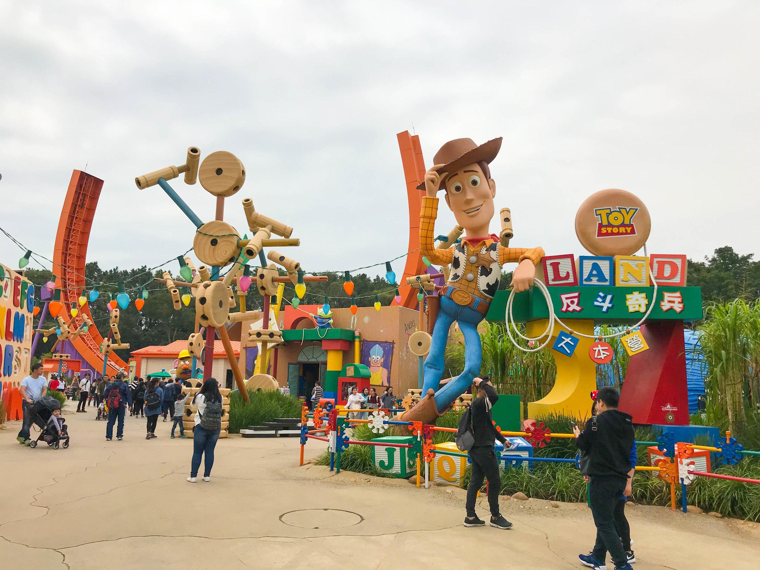 Hong-Kong-Disneyland-Toy-Story-land.jpg