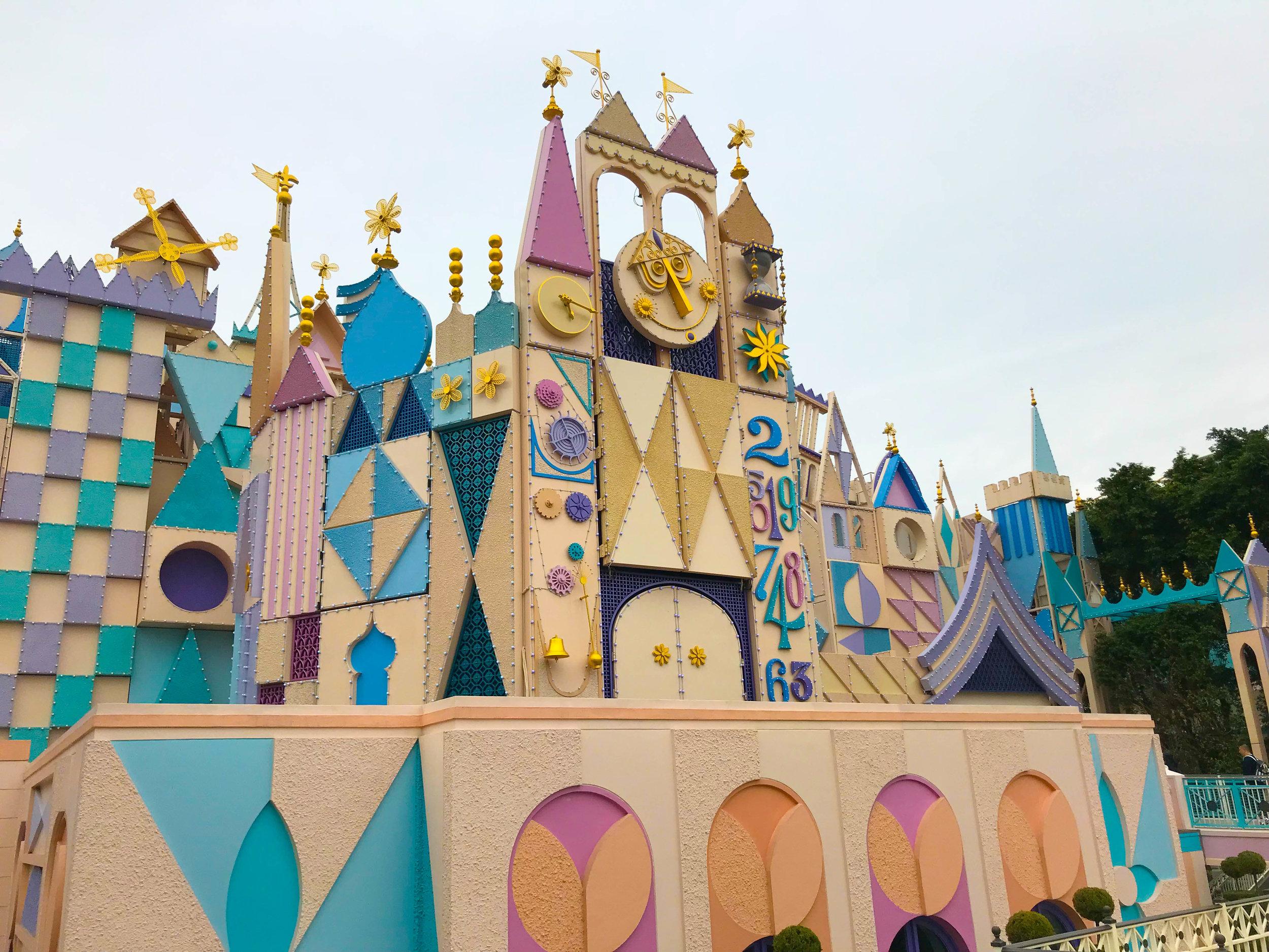 Hong-Kong-Disneyland-small-world.jpg
