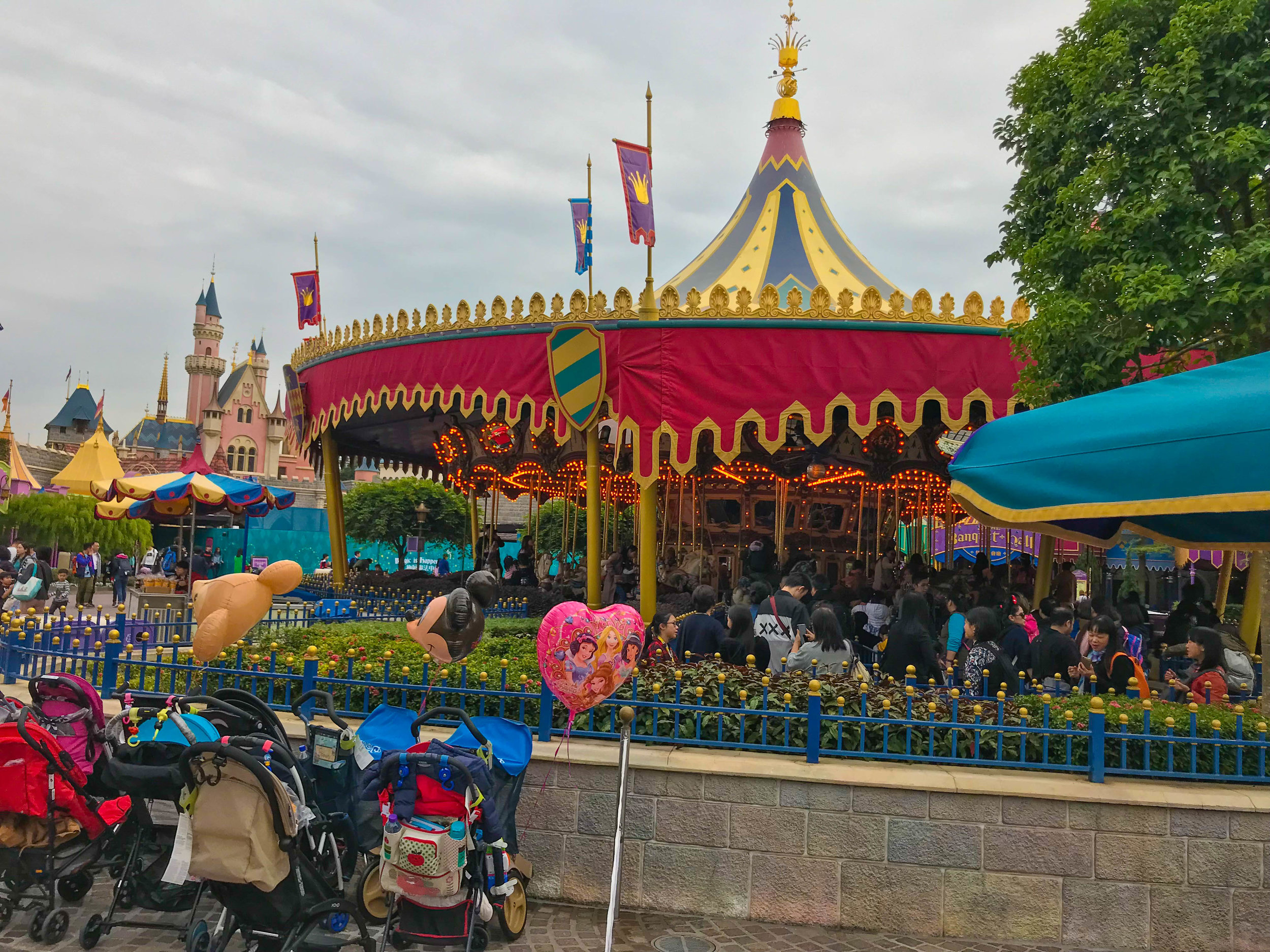 Hong-Kong-Disneyland-fantasyland.jpg