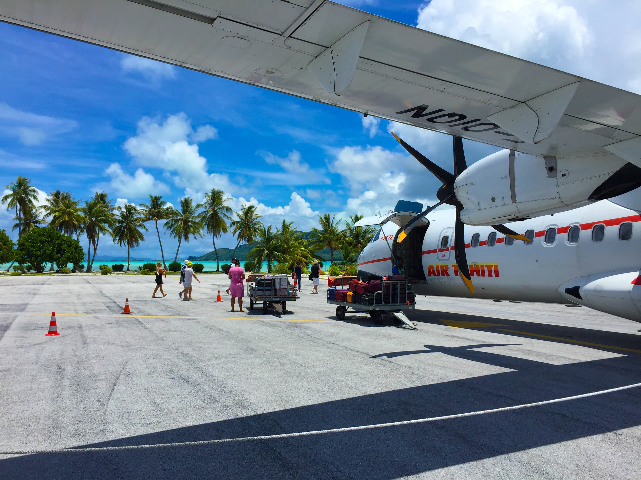 Bora_Bora_Airport_Air_Tahiti