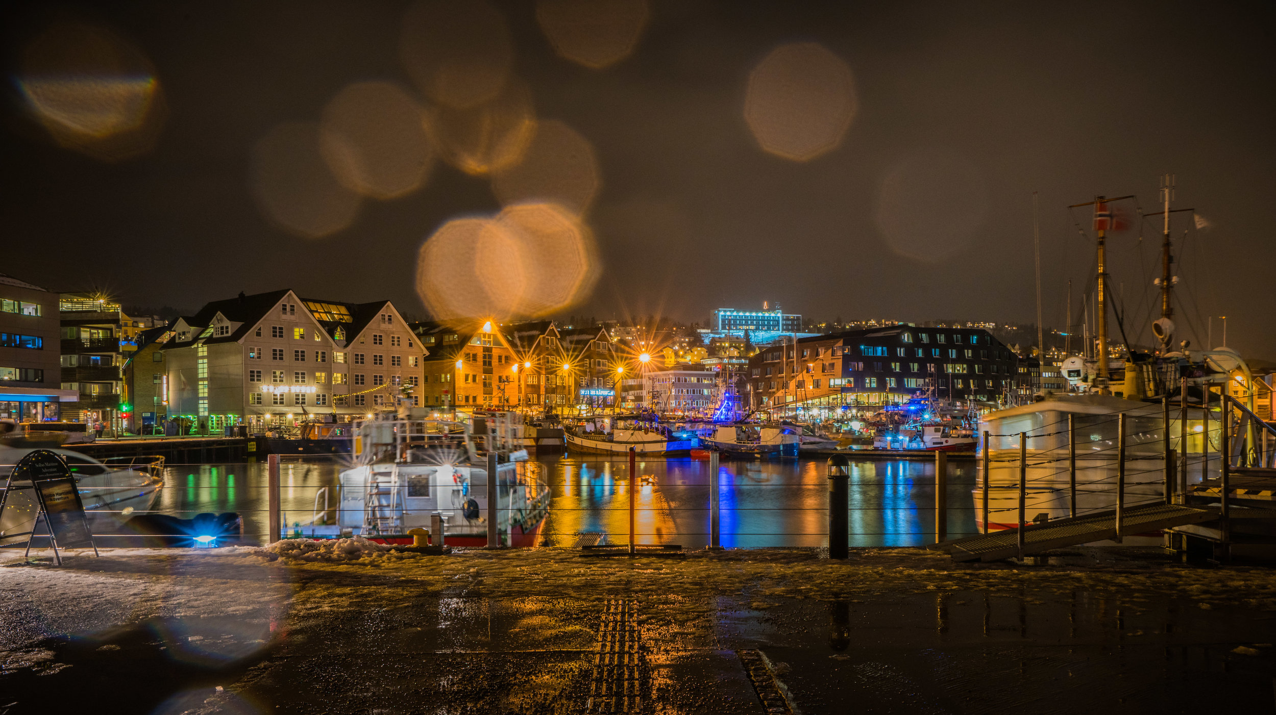 Norway_City_Harbor_lights.jpg