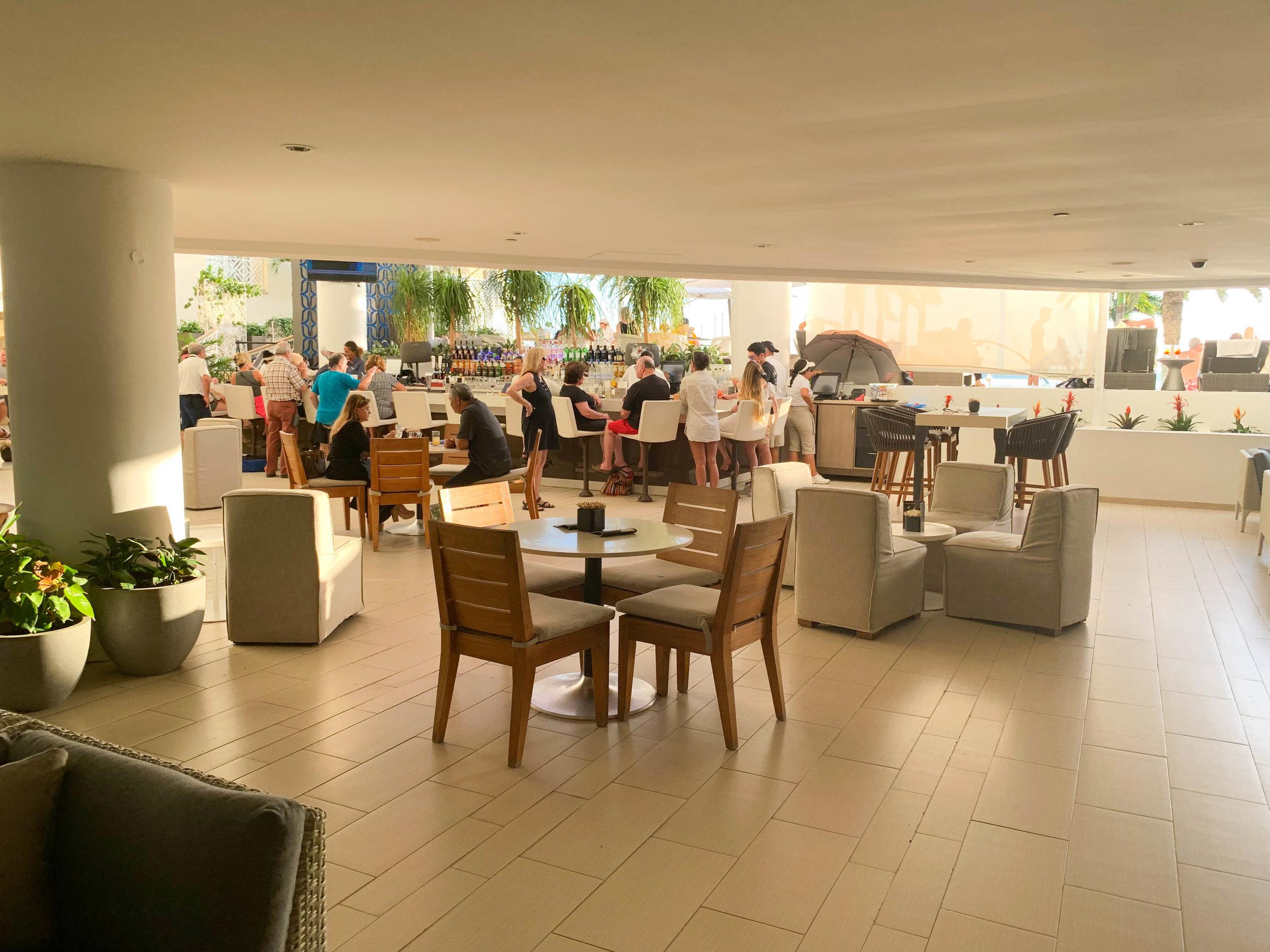 Aruba-Renaissance-Hotel_lobby_bar.jpg