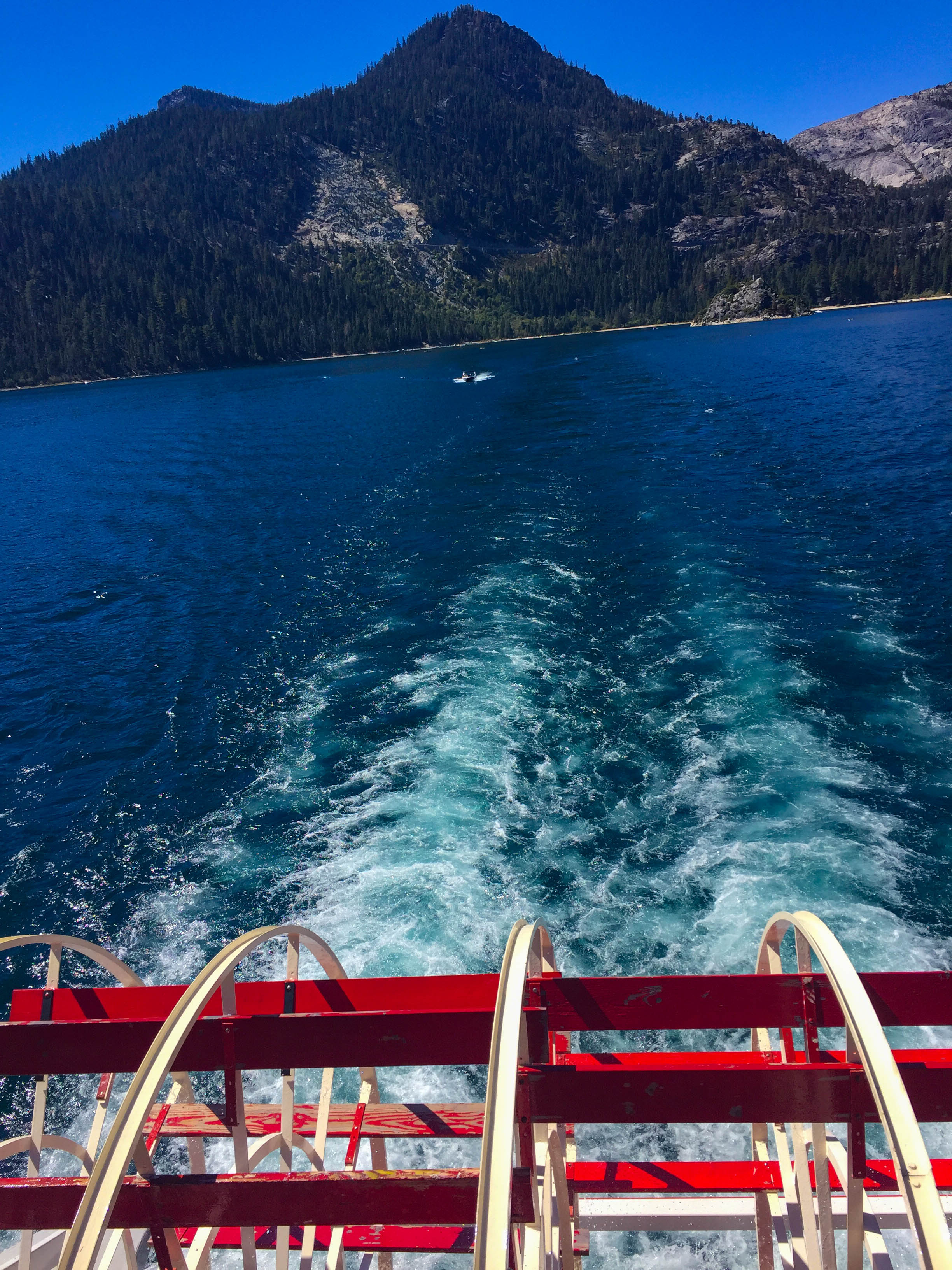 Lake Tahoe-Ms_dixie_paddle_wheel.jpg