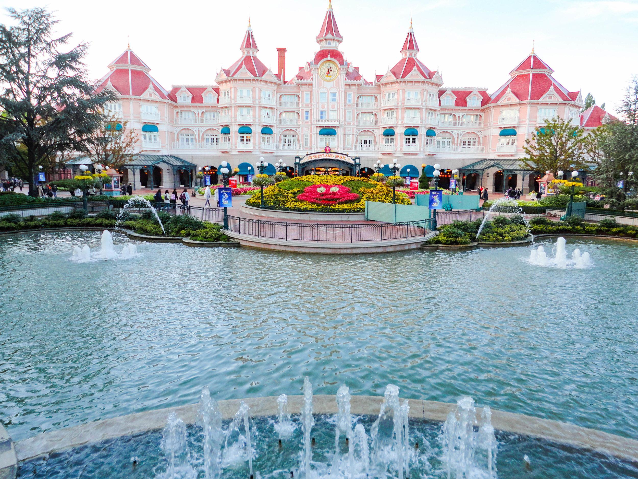 Paris Disneyland-entrance.jpg