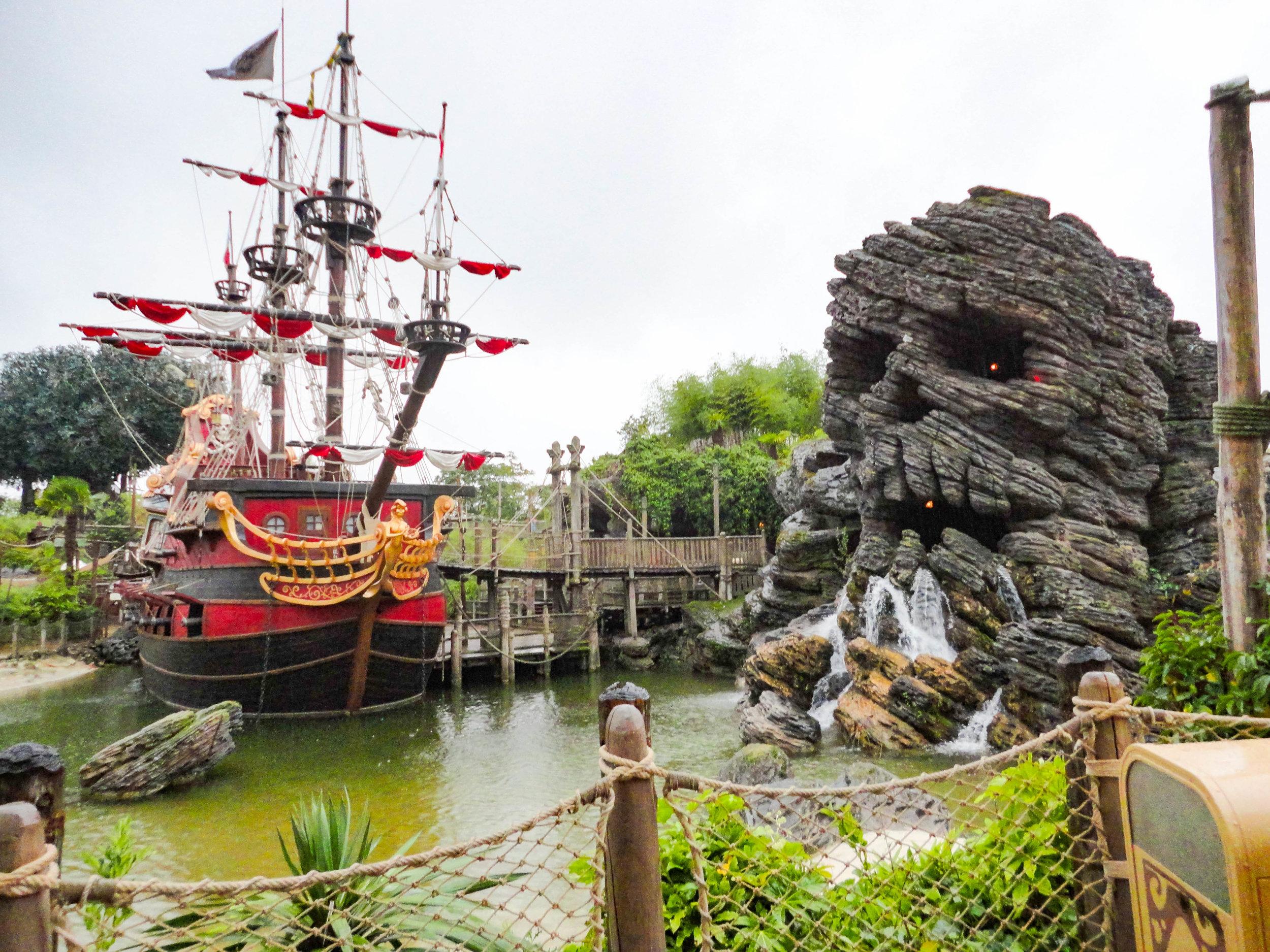 Paris Disneyland-Pirates of the Caribbean.jpg