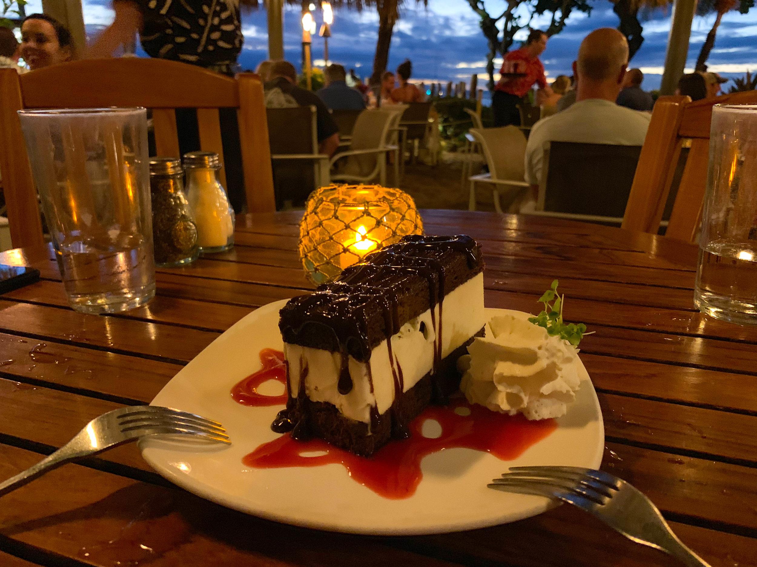 Maui_Hawaii_Ice_cream_sandwich.jpg
