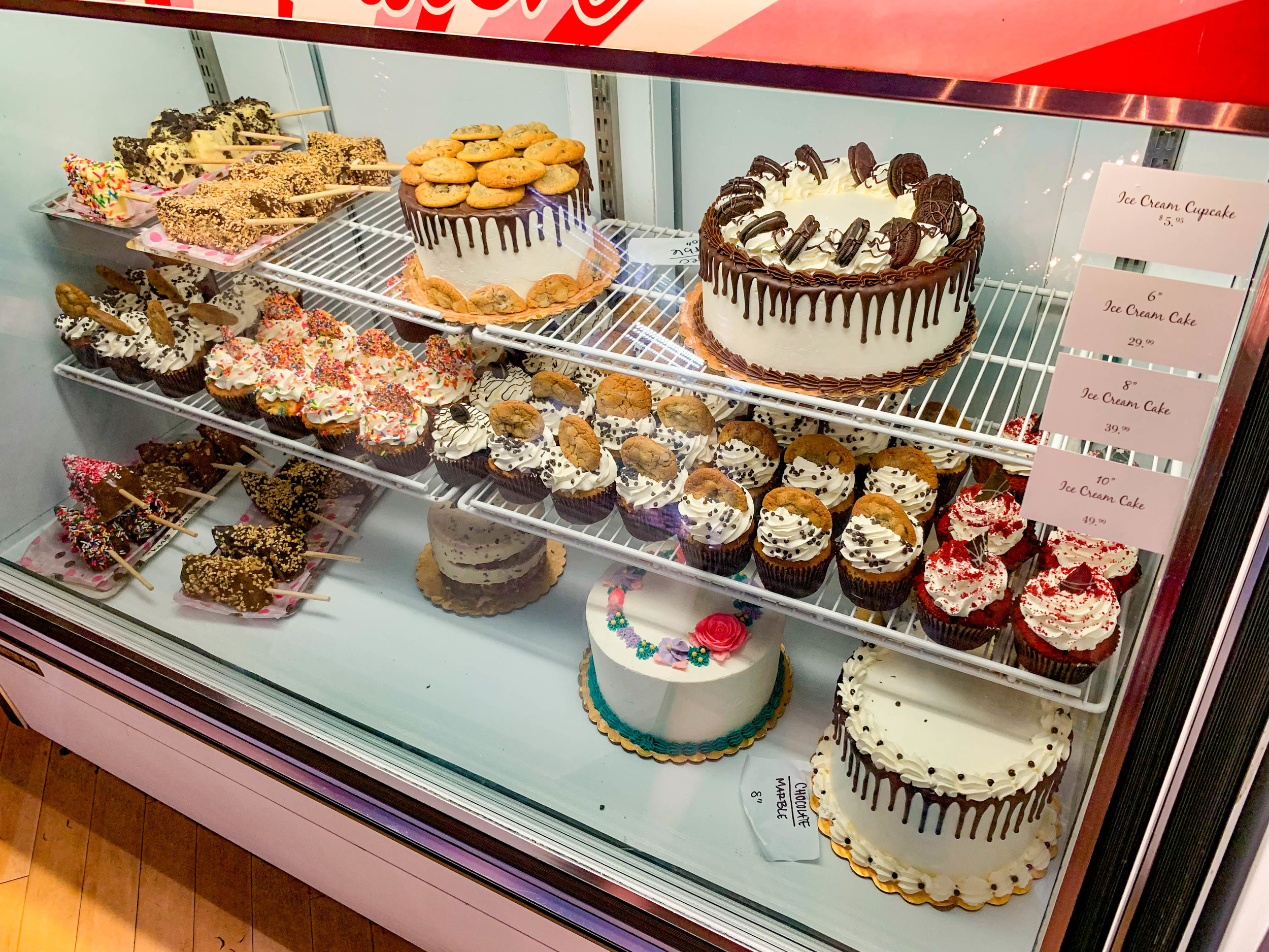 Manhattan Beach Creamery Cupcakes and cakes