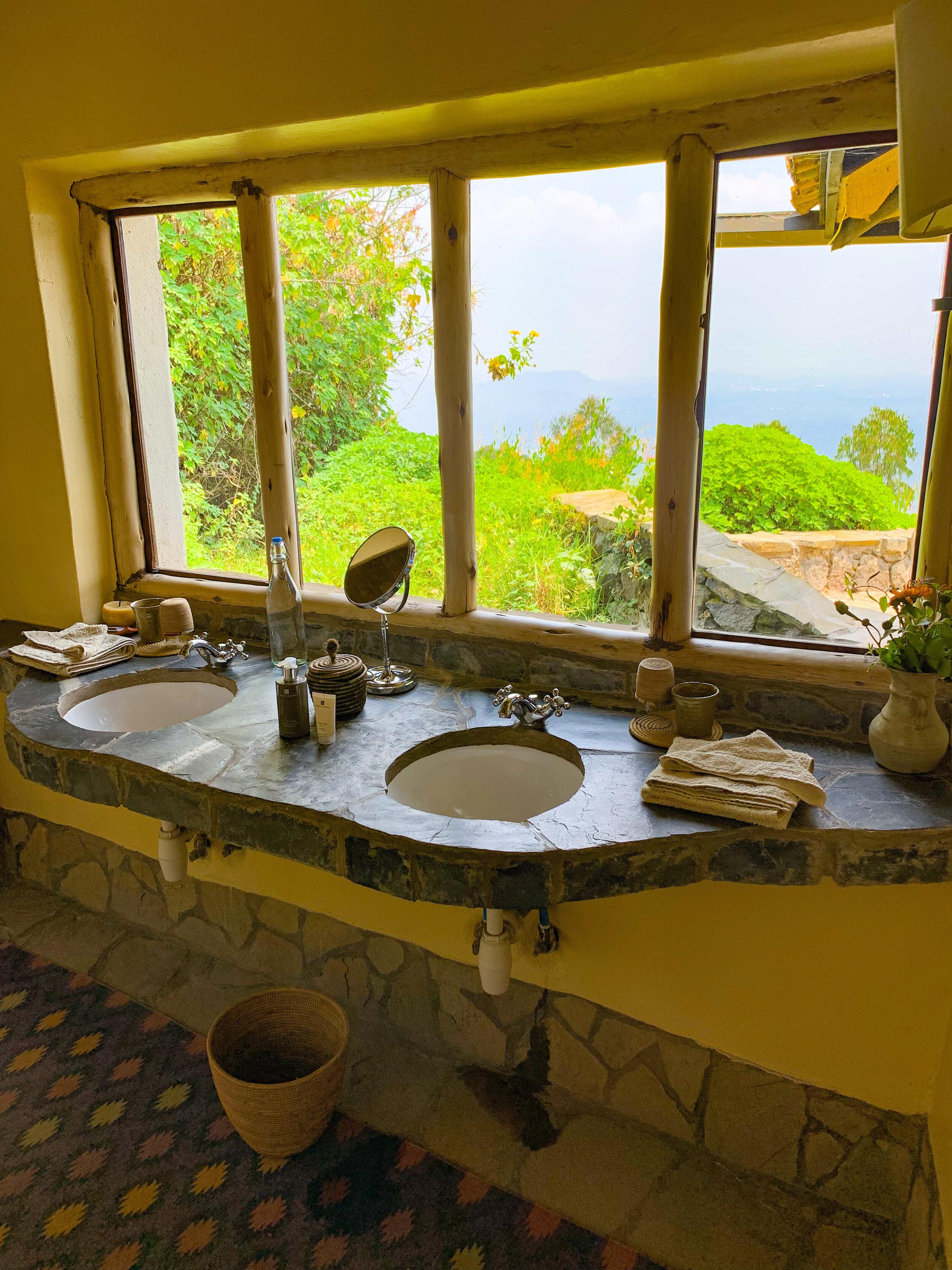 Africa_Rwanda_Virunga_lodge_bathroom.jpg