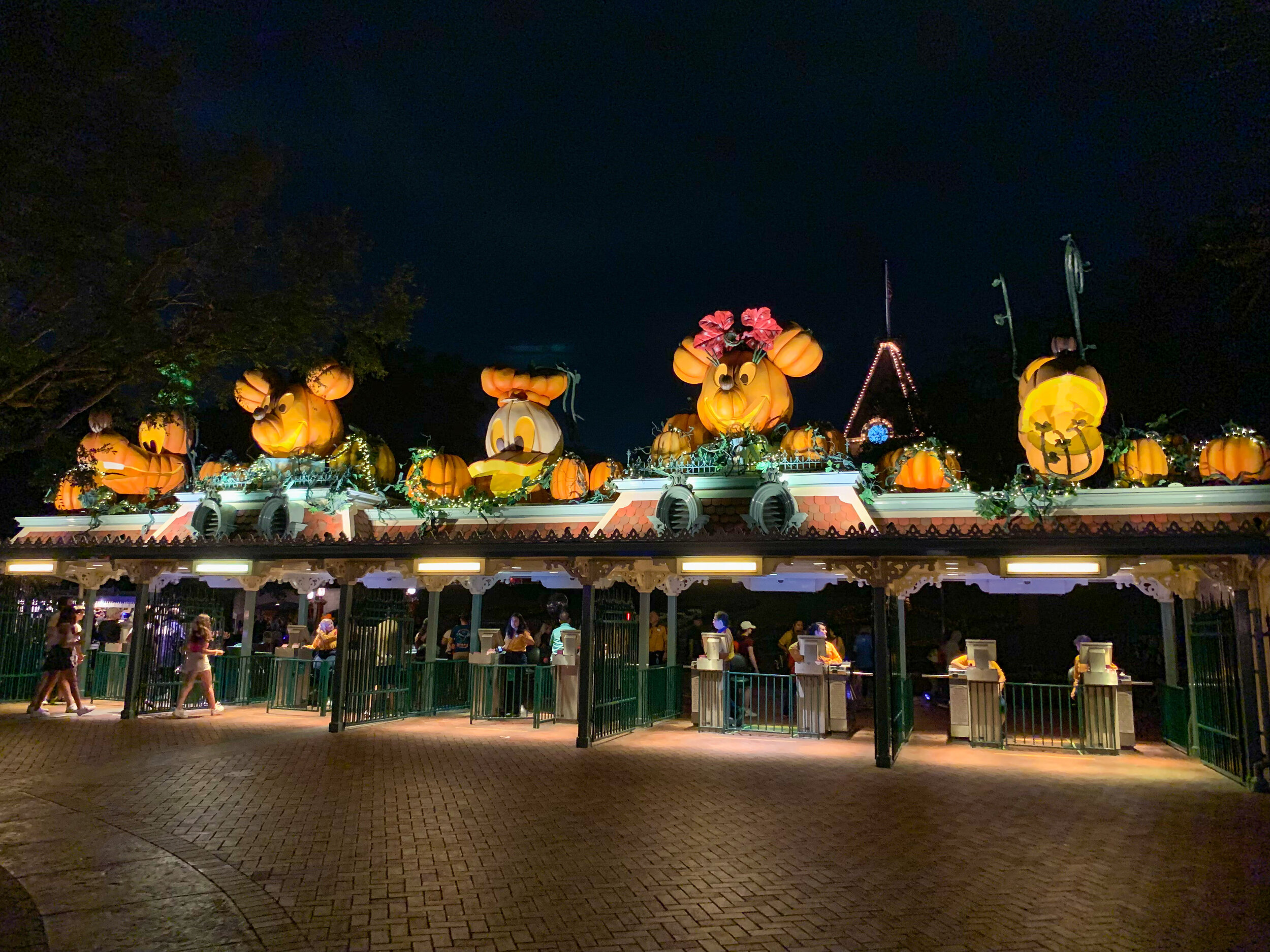 Main Entrance Mickey and Friends Pumpkins
