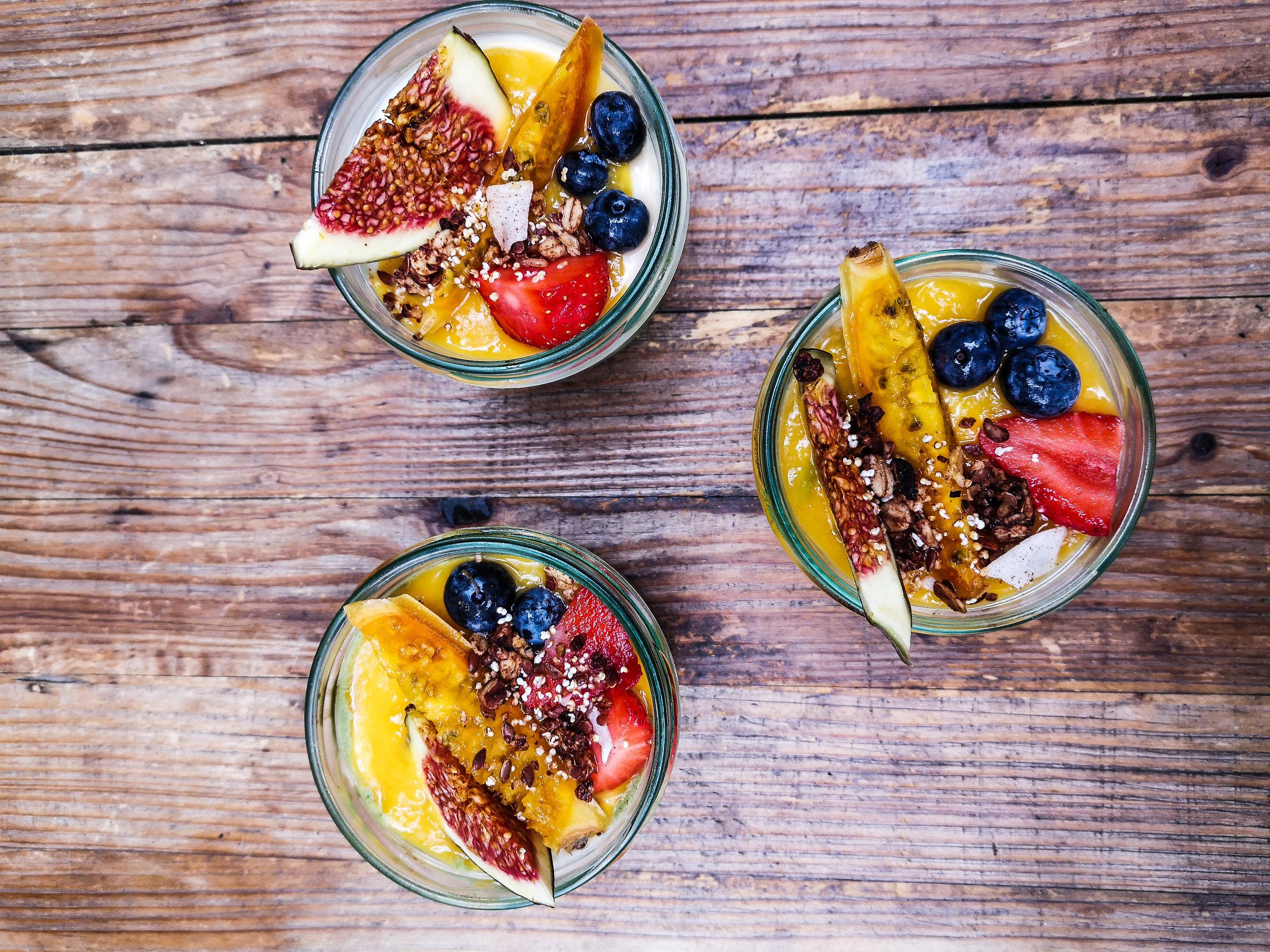 "asian-ish breakfast Concept combining Superfoods with local ingredients for heavens tasteAktuell in unterschiedlichen Locations unterwegs - ""Upcoming Events"" Checken - bananaleaf vegan breakfast"