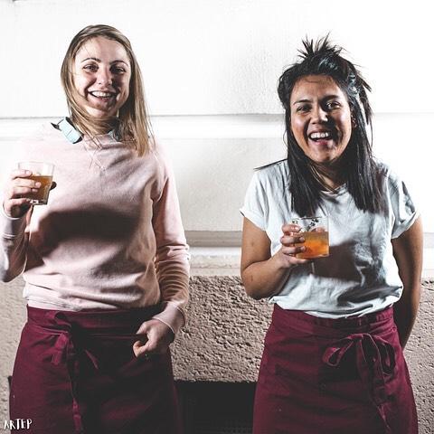 Wir feiern heute unseren letzen Abend im @knolleundkohl  Kommt und stoßt mit uns an! 🍾 wir freuen uns auf euch! 📷 @arteplikesphotography  #foodforthought #plantbased #westend #livemusic #jazzmunich #vegansinmunich #munichfood #munich #münchen #popupbar #popup #pintxos #jazz #saisonal #foodlove #foodie #food #veganism #health #mindful #plantlove #superfood