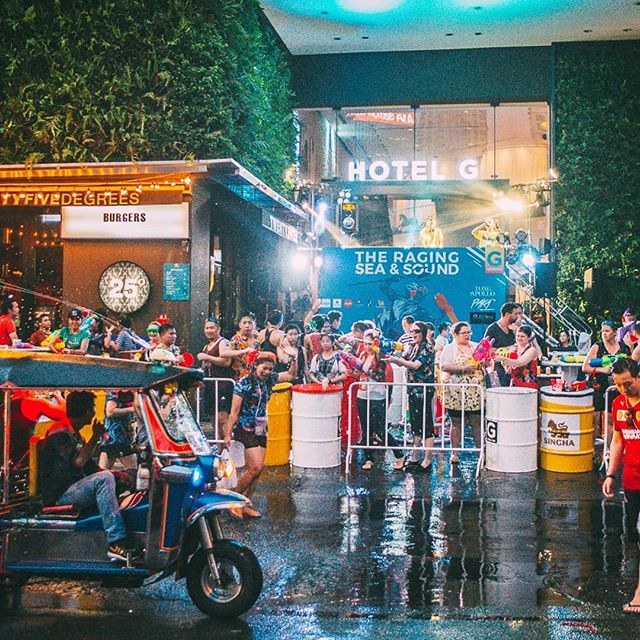 Throwback to the super wet party at @pullmanbangkokhotelg on the first day of Songkran Festival! . . . . . #waterfestival #nightlife #hotelparty #partytime #drinks #rave #dj #edm #festival #songkran #pullmanbangkokhotelg #housemusic #techno #dubstep #water #songkranfestival #thainewyear #watergun #waterfight #reflection #sand #boat #wave #musicfestival #concert #livemusic #festivalseason #edmlife #musicphotography #lifestylehotel