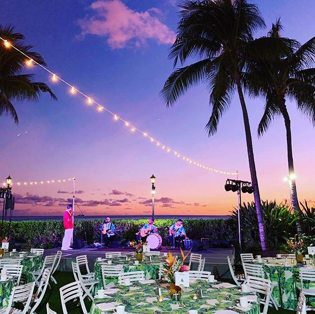 Waikiki #sunset for a full #Hawaii experience @themoanasurfrider ... . . . . #hawaiidmc #hawaiiluau #hawaiieventrentals #hawaiieventplanner #pineapplecenterpiece #cafelighting by @savvyelements