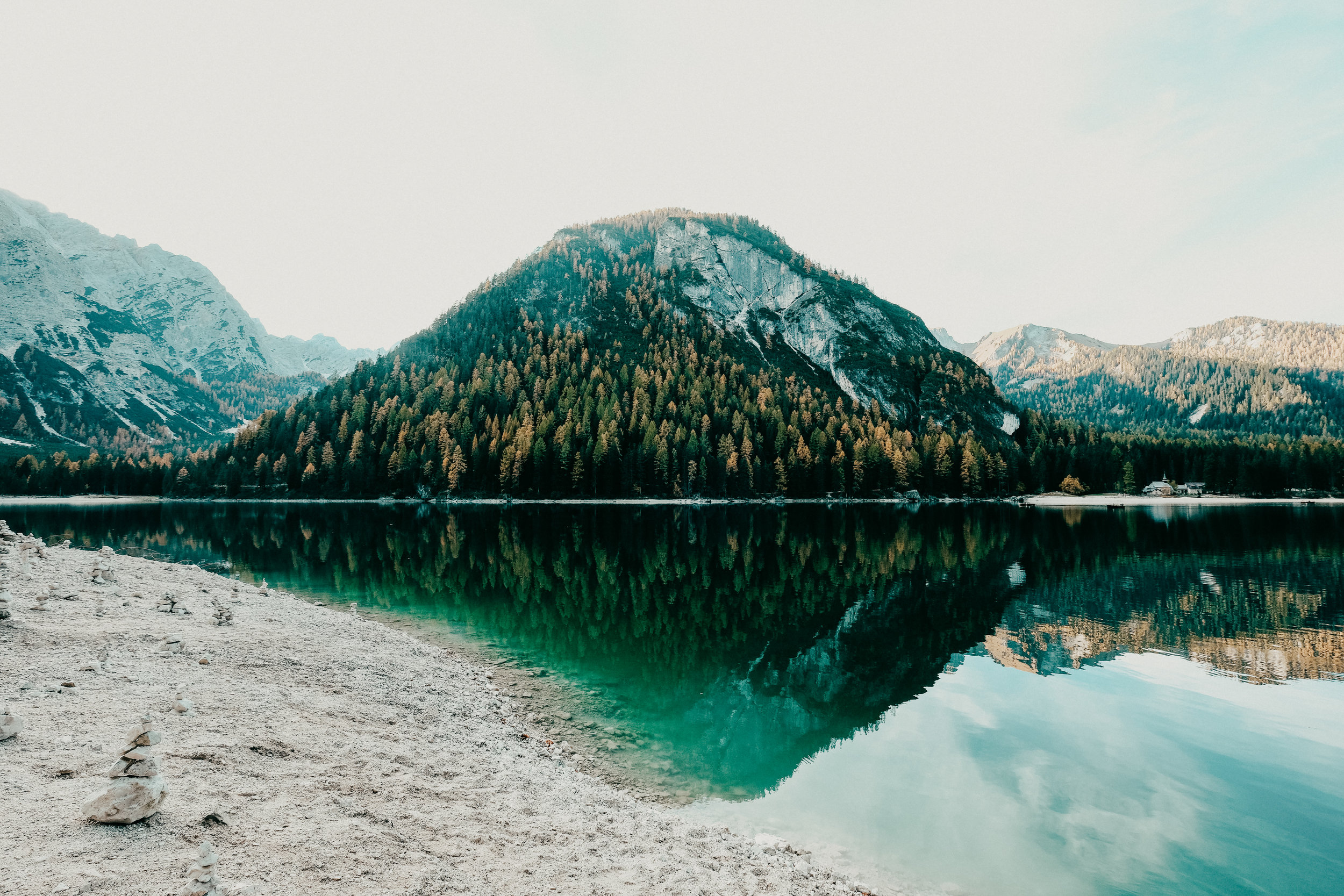 Lake-Braies-styled-shoot.jpg