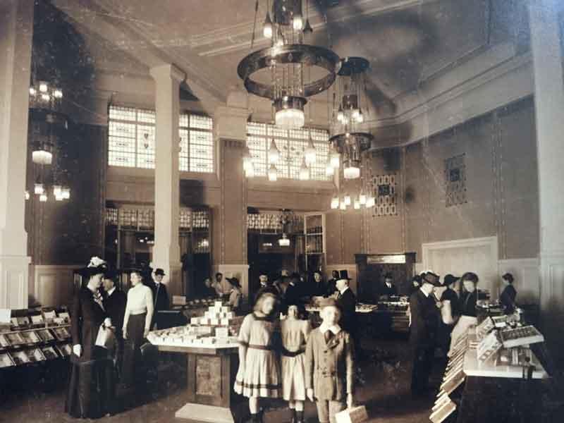 Bahlsen's showroom circa 1920.