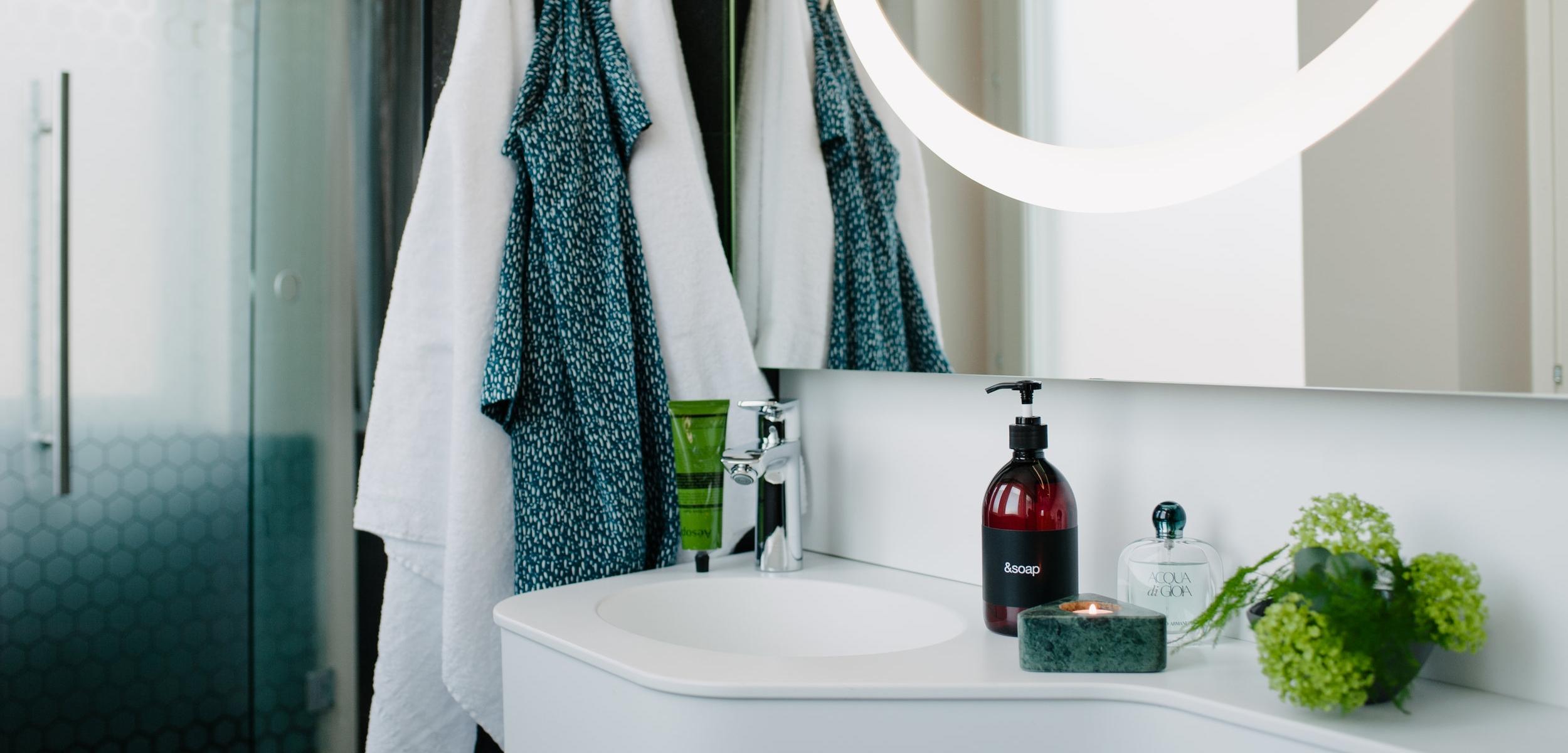 Bathroom_mirror_4.jpg