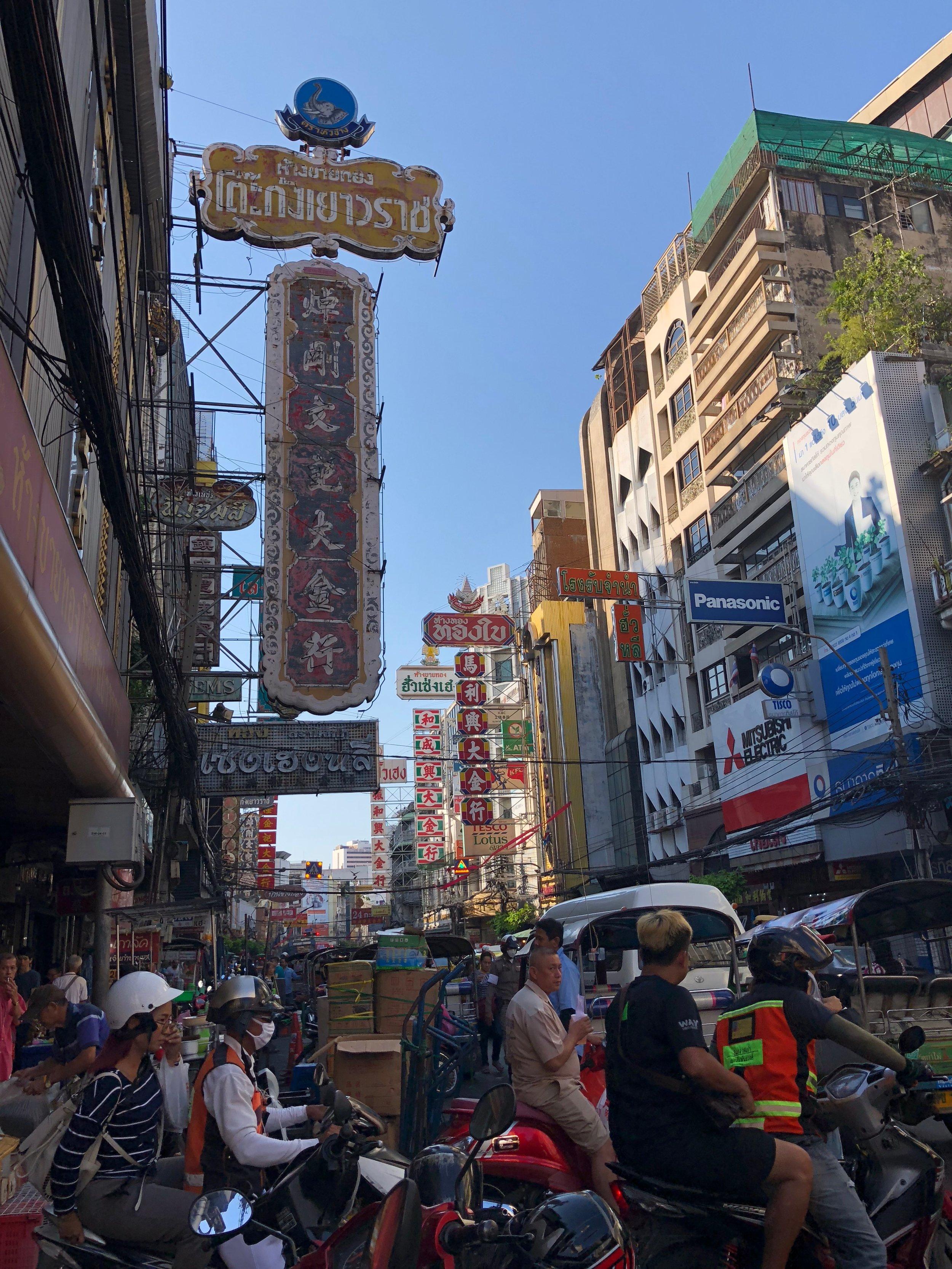 Los Chinatown de cualquier país son muy llena de gente.