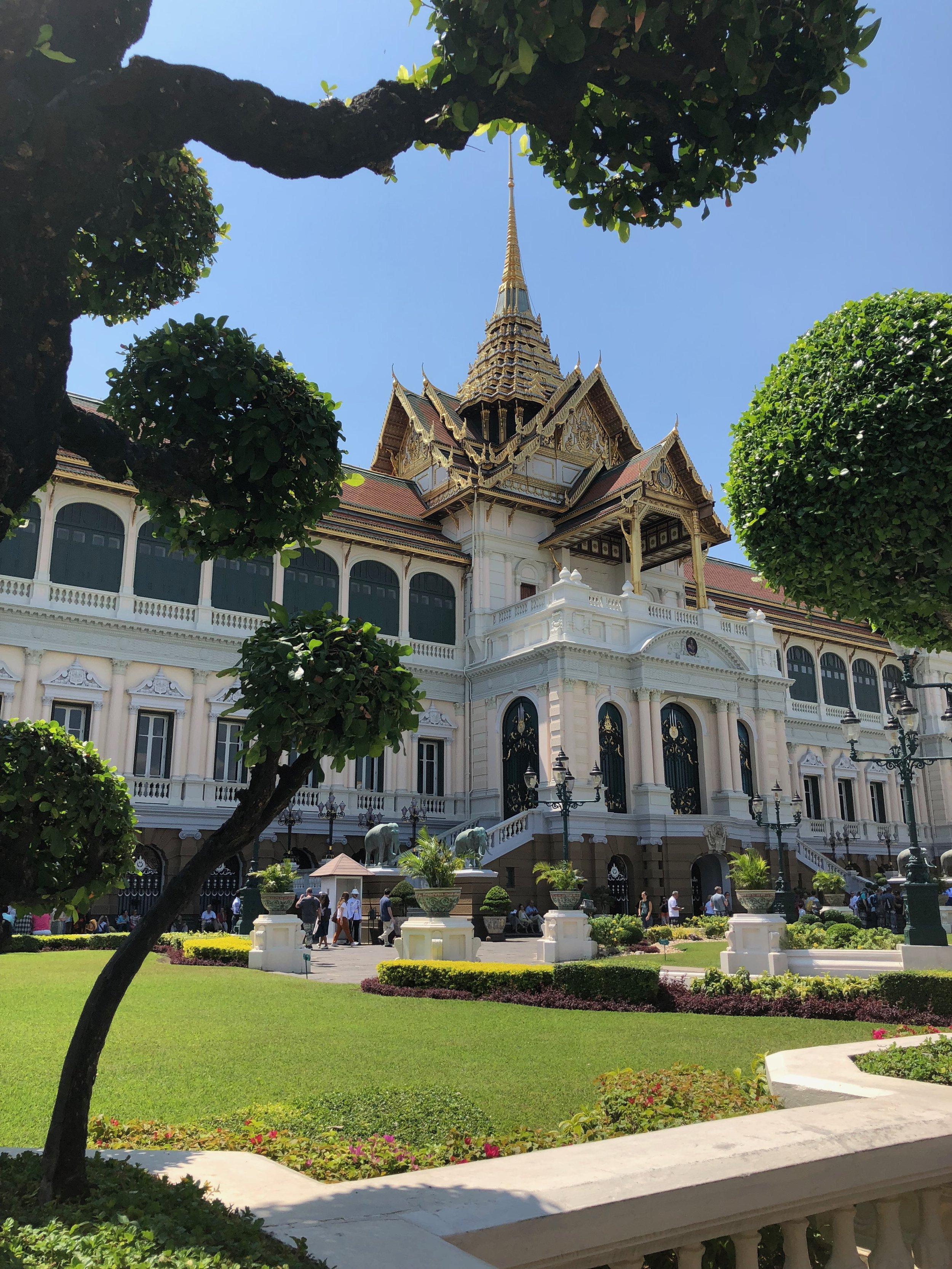 Al final, ¡el Gran Palacio! Estaba rodeada por jardines lindas.