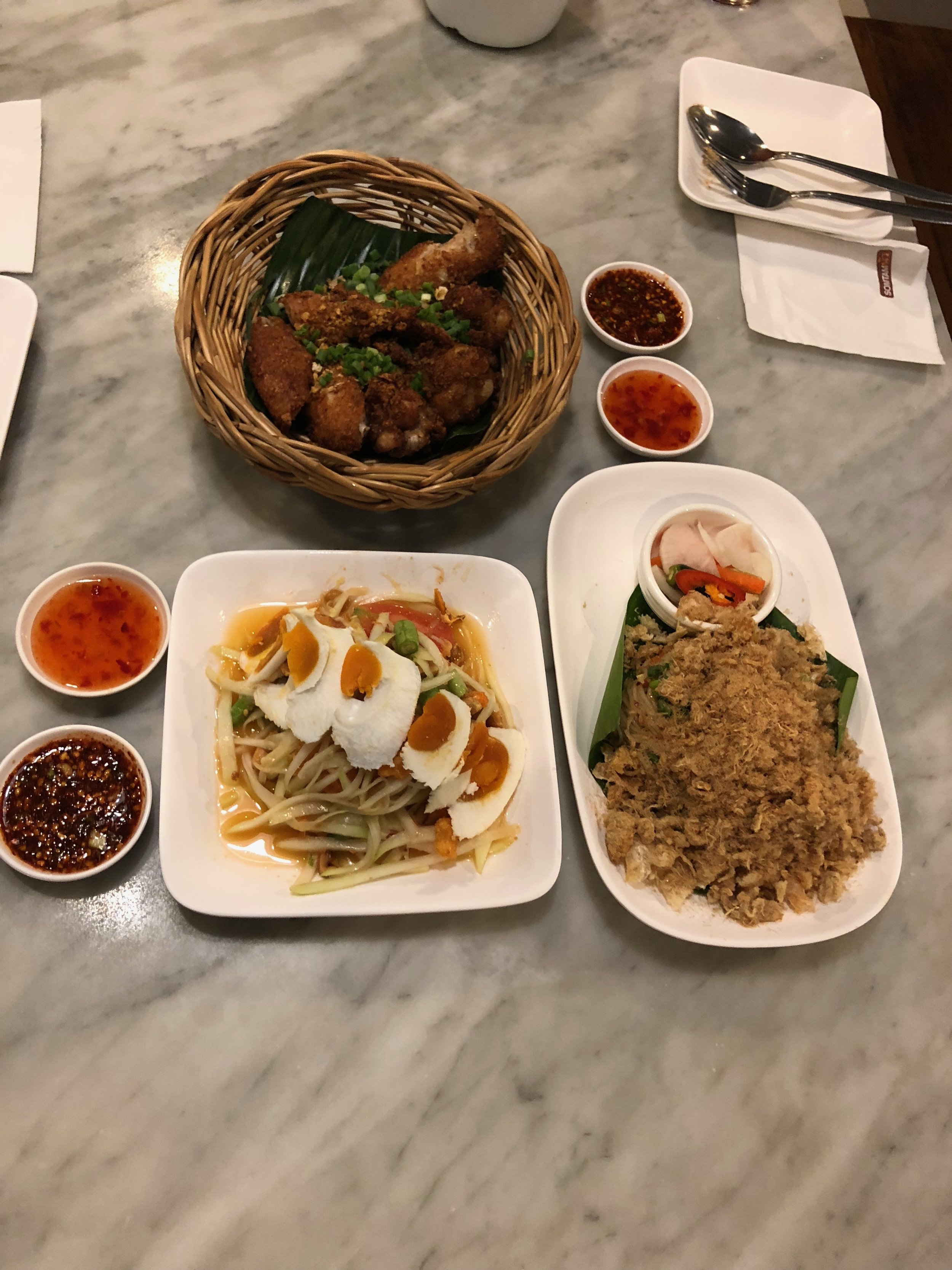 Muchos platos de comida súper picantes😜.