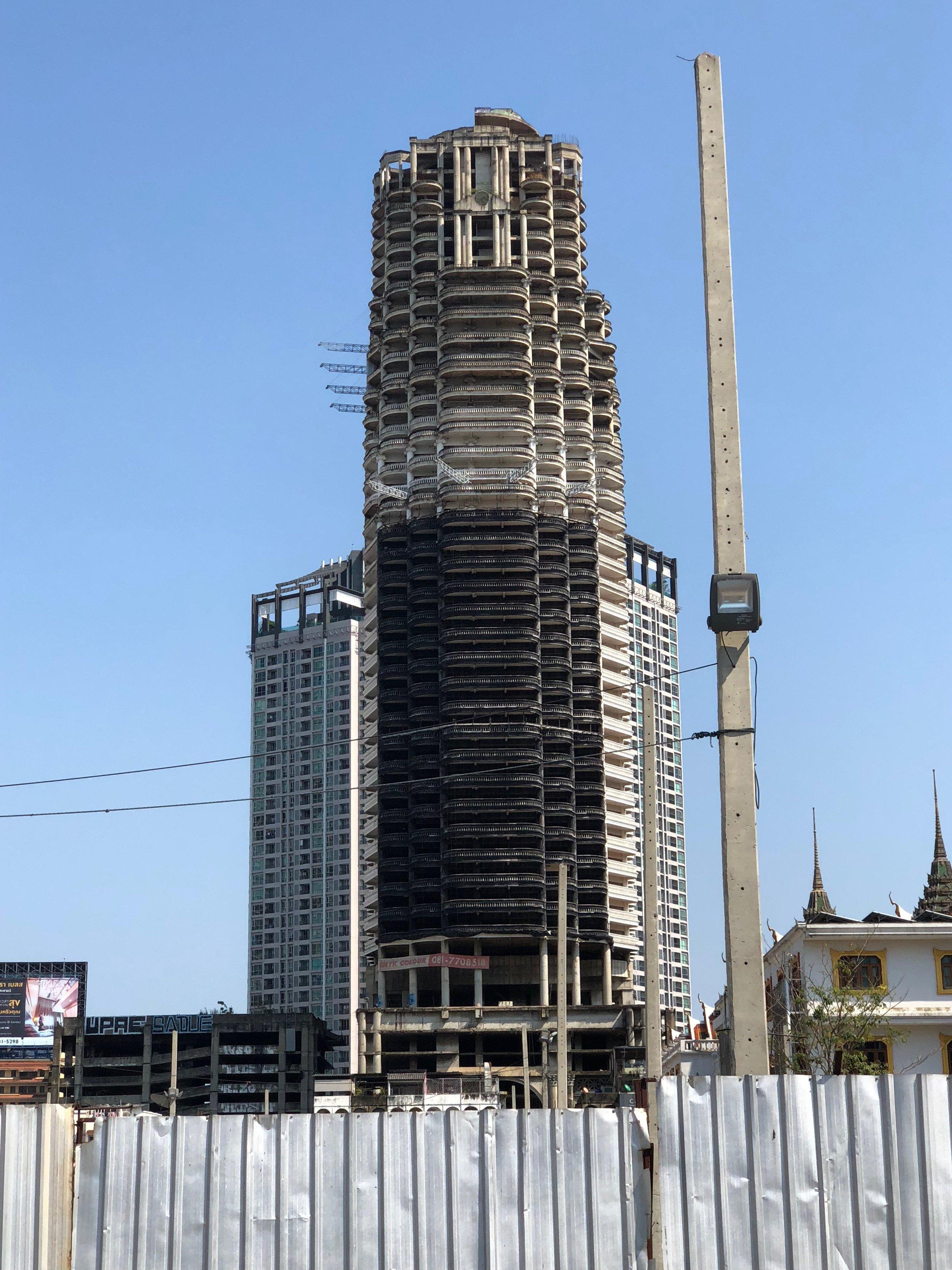 Me da un poco de miedo pasar este edificio, pero sí es muy interesante de conocer.