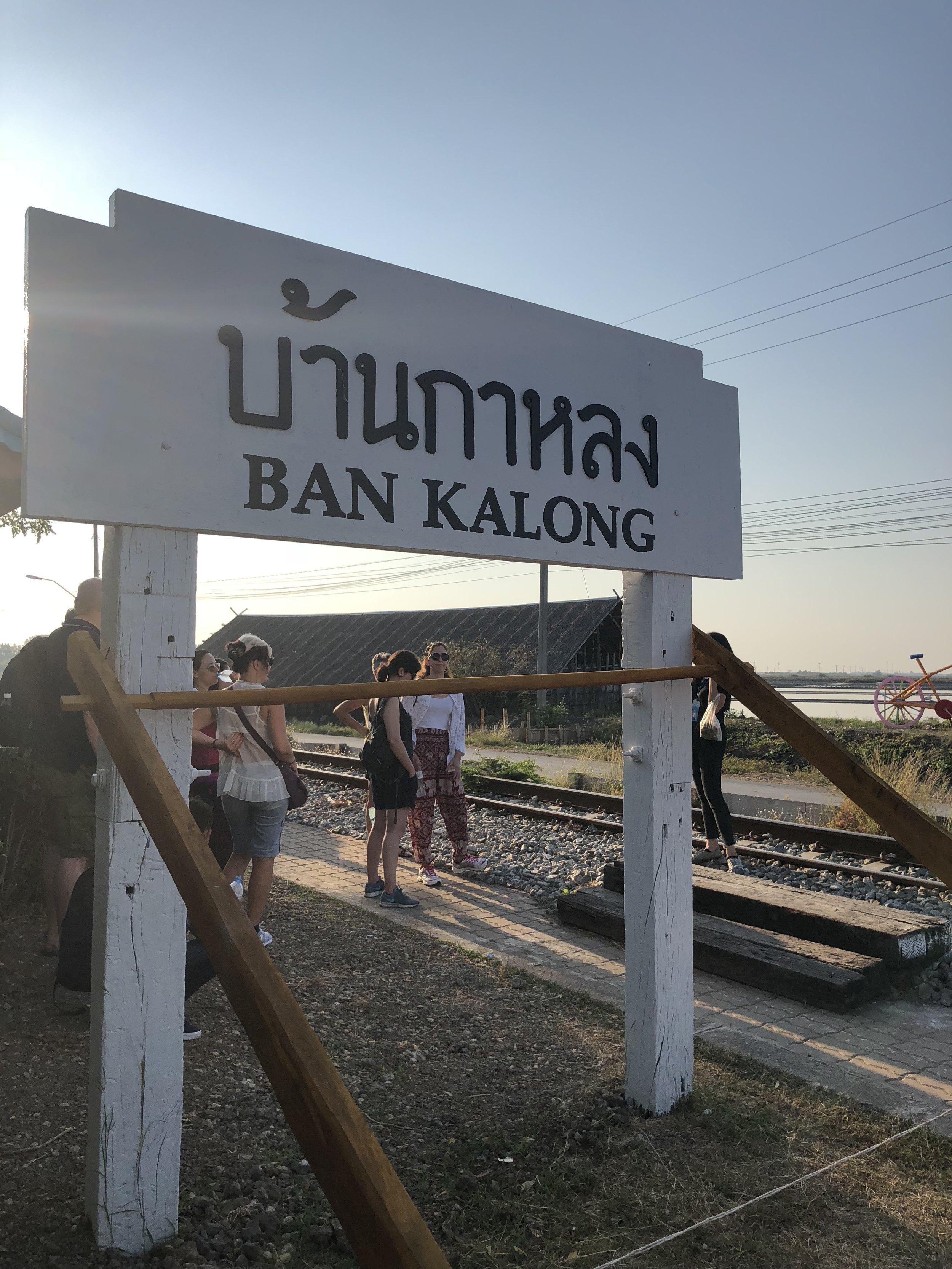 El estación de tren para llegar al mercado ferroviario.