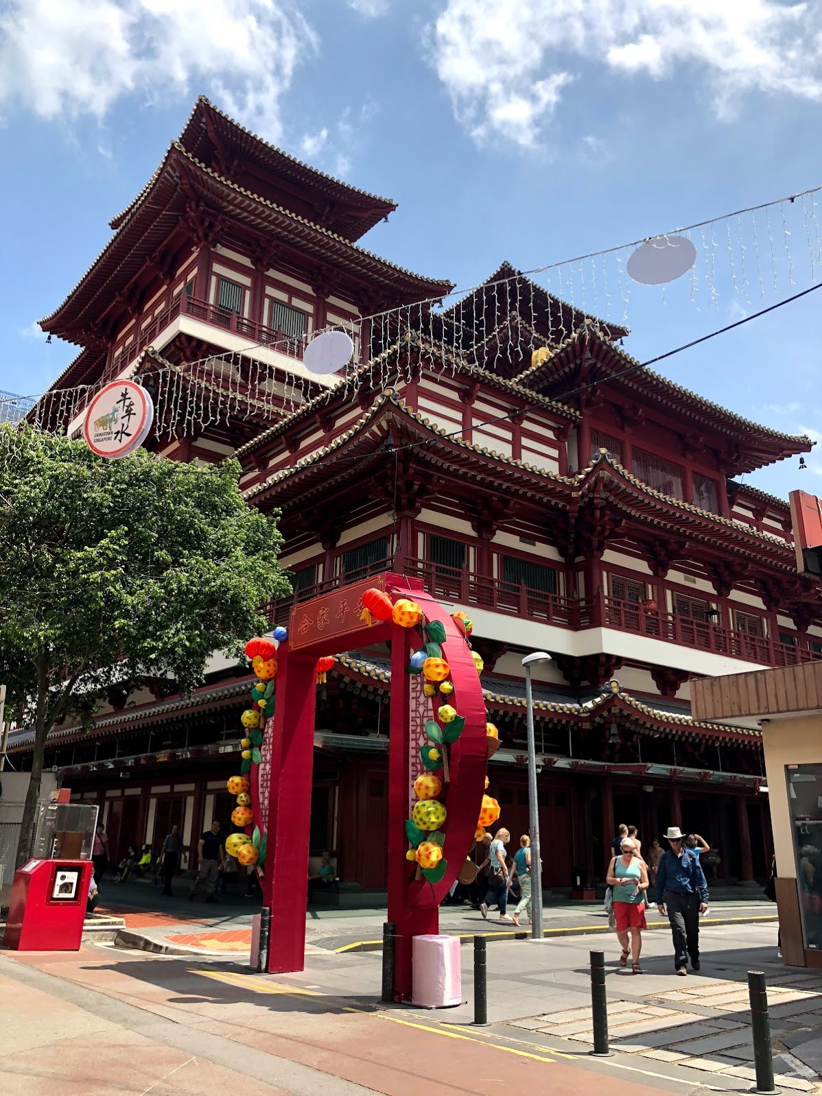 Me encontré con el Templo de la Reliquia del Diente de Buda de repente. Era un templo muy bello que es más grande de lo que se aparece.