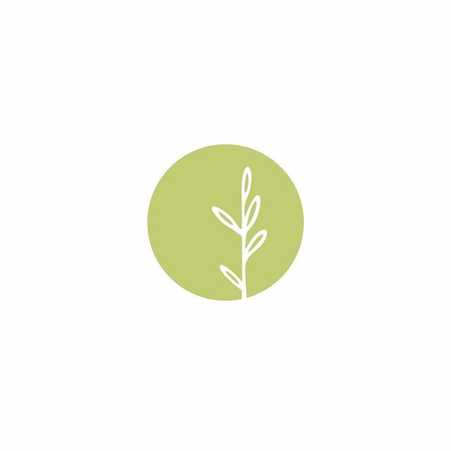 Well this week is definitely flying by! Happy Thursday everyone 😁 I'm sharing the final brand element for Sophie's Healthy Kitchen today, her beautiful submark ☺️ I love it when a project comes together 💚 . . . #melonandink #graphicdesignstudio #brandingdesigner #brandidentitydesign #brandmark #submark #designeveryday #brandstrategy #brandstrategist #logodesigner #brandstyling #brandstylist #visualidentity #visualidentitydesign #identitydesign #brandingstudio #brandyourbusiness #personalbranding #businessbranding #branding101 #femalepreneur #solopreneurs #onegirlband #logologo #brandcuration