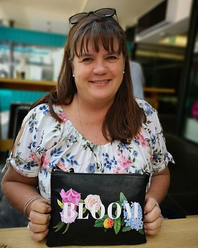 Jan with her handpainted Bloom shoulder bag🌼🌹🌺💐💮🌸🏵️🌻🌷🥀🌼 Love the matching floral top!