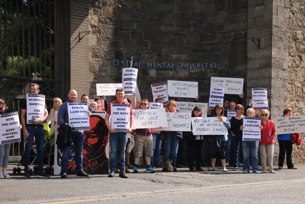 Dundrum Housing Action protest at Central Mental Hospital, August 2017
