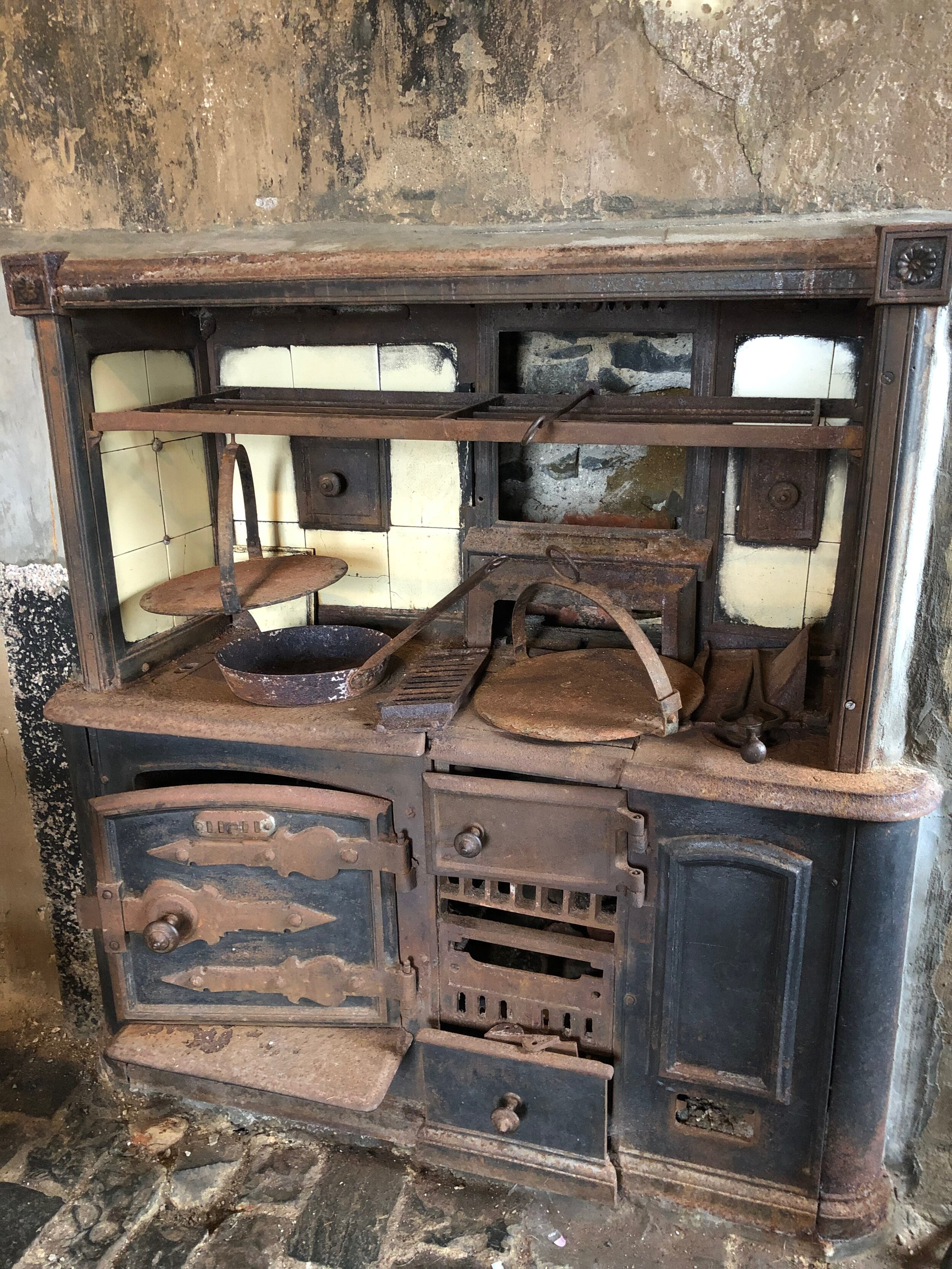 Finally would you be able to cook on this, I have seen a lot of cookers like this there was a large one in our first house but this was only about 2 metres wide and high. it was tiny.