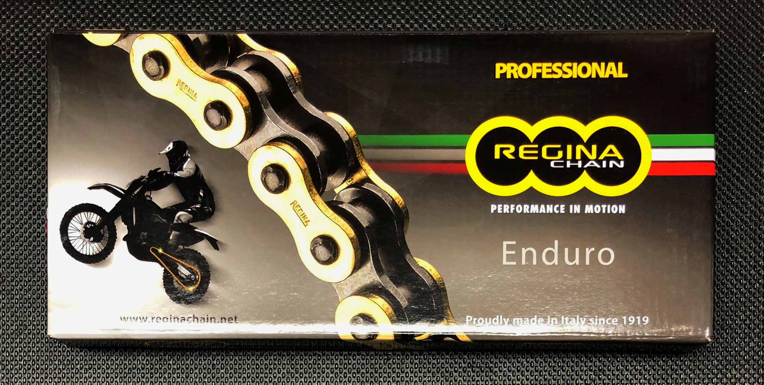 Enduro Chains - Darken offers two Regina Enduro chains, the gold 520/135 ZSE narrow chain and gold 520/135 ZRE chain. These chains dominate the endurance circuit. These Z-Ring chains can buck any climate and are reliable through miles of natural terrain including woods and river crossings.