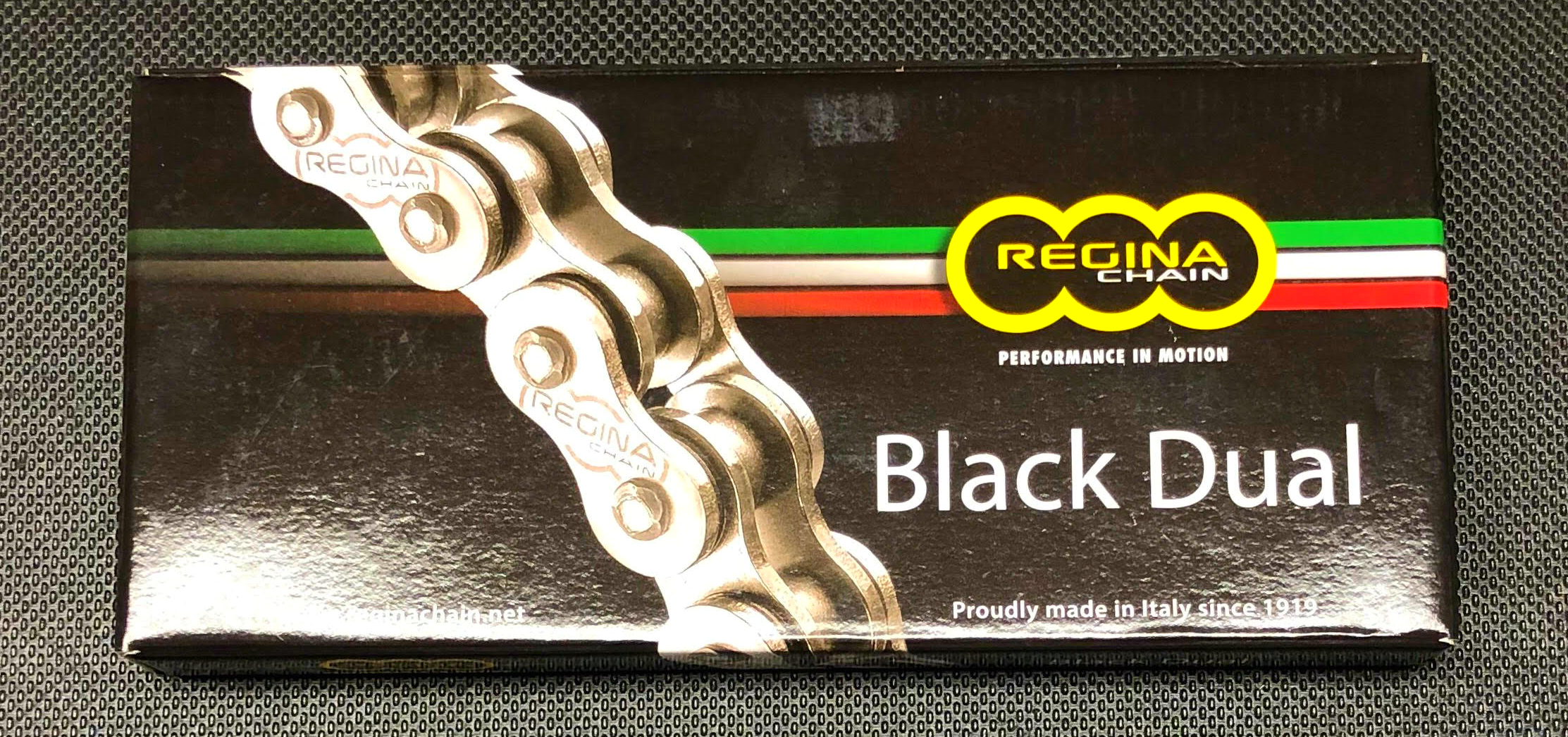 Black Dual Chain - Darken offers one Regina Black Dual chain, the 520/135 ZRA chain. This Z-Ring style chain is submitted to enhanced pre-stretching, ensuring high mileage, reduced elongation and extended lubrication intervals.