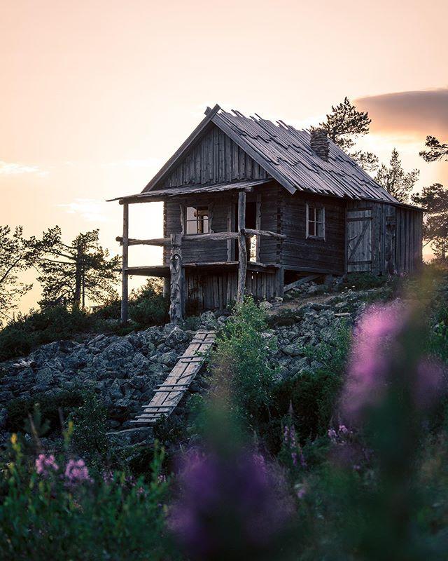 Iconic Santa's Cabin 😍 #levilapland #visitlevi #sparksyoursoul  Kaupallinen yhteistyö: Visit Levi