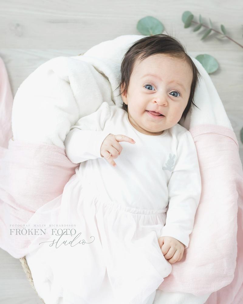 frokenfotostudio.se  Ellie 2 mån hos Fröken Foto Studio i Skene fotograf Malin Richardsson 2019 Baby Barn Kinna Göteborg Borås varberg Kungsbacka  (2).jpg