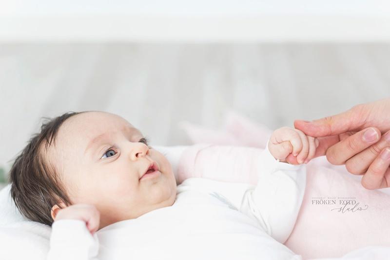 frokenfotostudio.se  Ellie 2 mån hos Fröken Foto Studio i Skene fotograf Malin Richardsson 2019 Baby Barn Kinna Göteborg Borås varberg Kungsbacka  (4).jpg