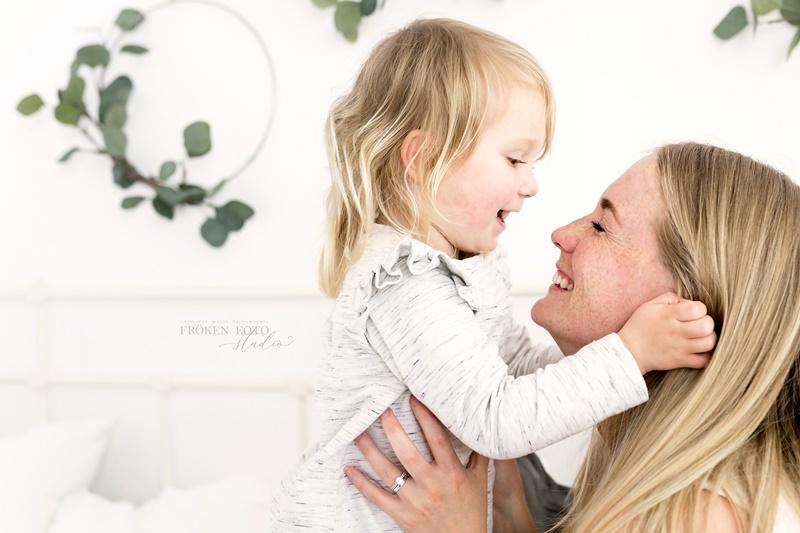 stämplade Mommy & me Inez hos Fröken Foto Malin Richardsson fotograf Skene Kinna 2019 (46).jpg