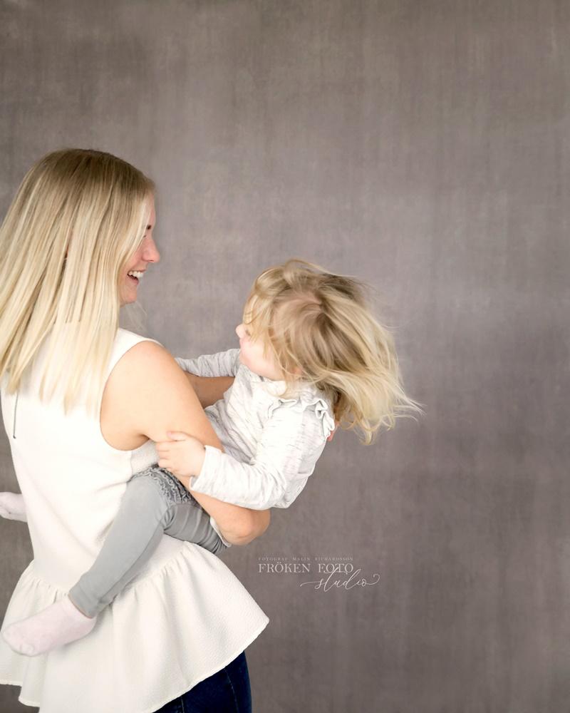 stämplade Mommy & me Inez hos Fröken Foto Malin Richardsson fotograf Skene Kinna 2019 (7).jpg