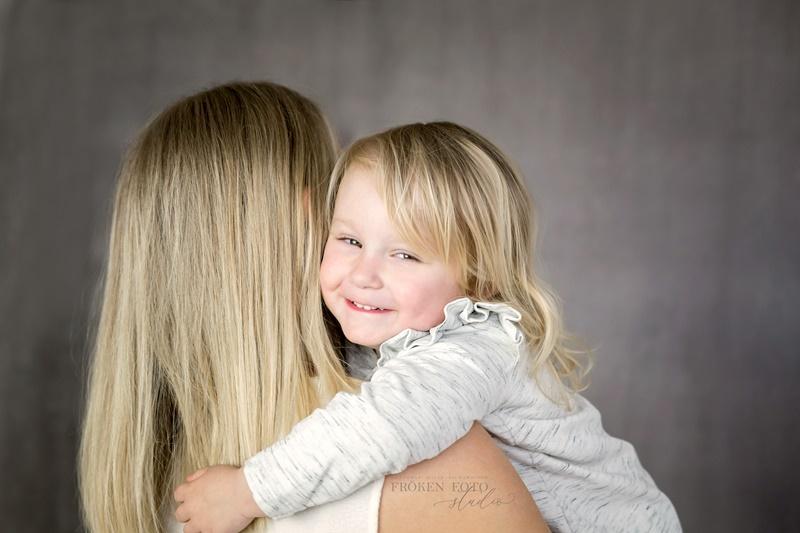 stämplade Mommy & me Inez hos Fröken Foto Malin Richardsson fotograf Skene Kinna 2019 (9).jpg