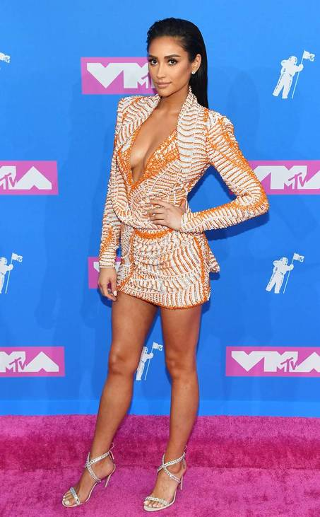 rs-634x1024-180820164256-634-shay-mitchell-mtv-vma-2018.jpg