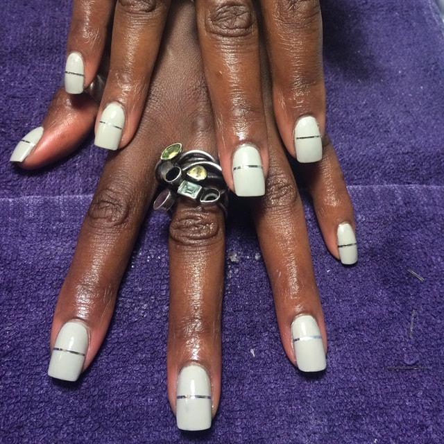 linear-embellished-nails-1_orig.jpg