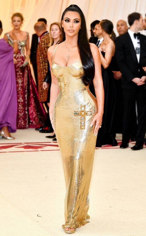 rs_634x1024-180507174327-634-Kim-Kardashian-Met-Gala-2018-Versace.jpg